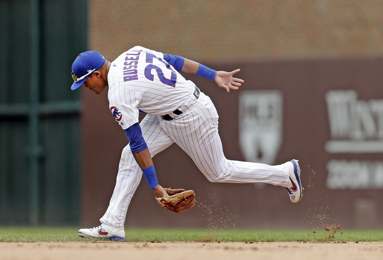 Chicago Cubs: What to do with Addison Russell?