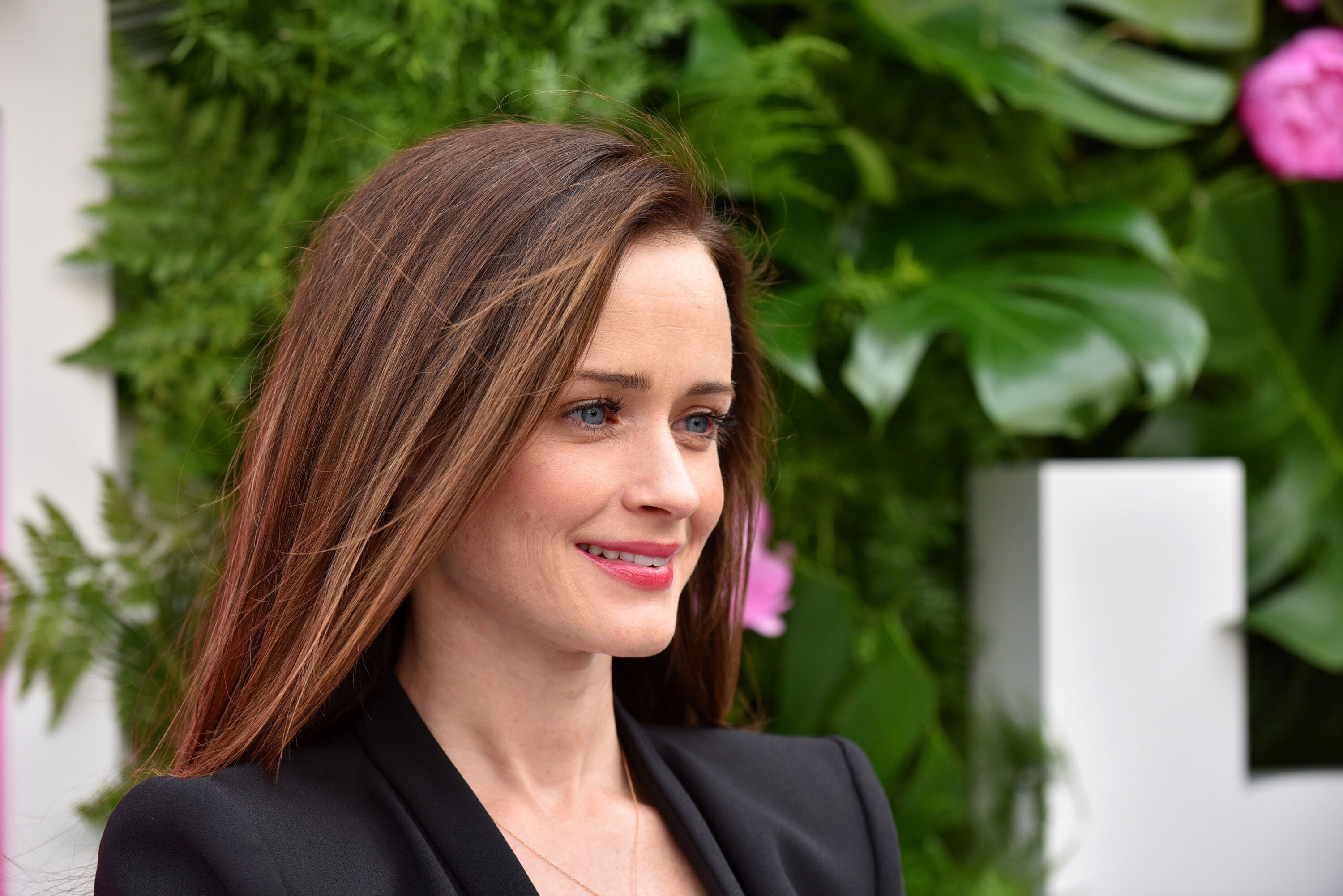 Emmys 2017: Why Alexis Bledel should win for The Handmaid ...