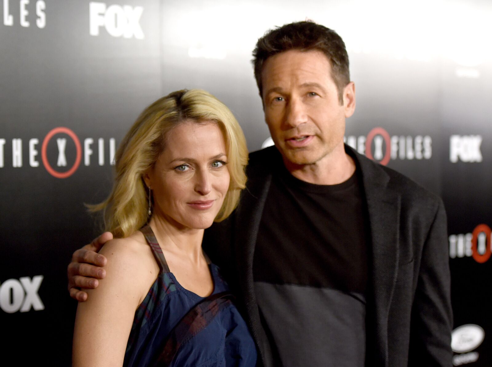 Gillian Anderson and David Duchovny celebrate 25 years of The X-Files at Wizard World Chicago
