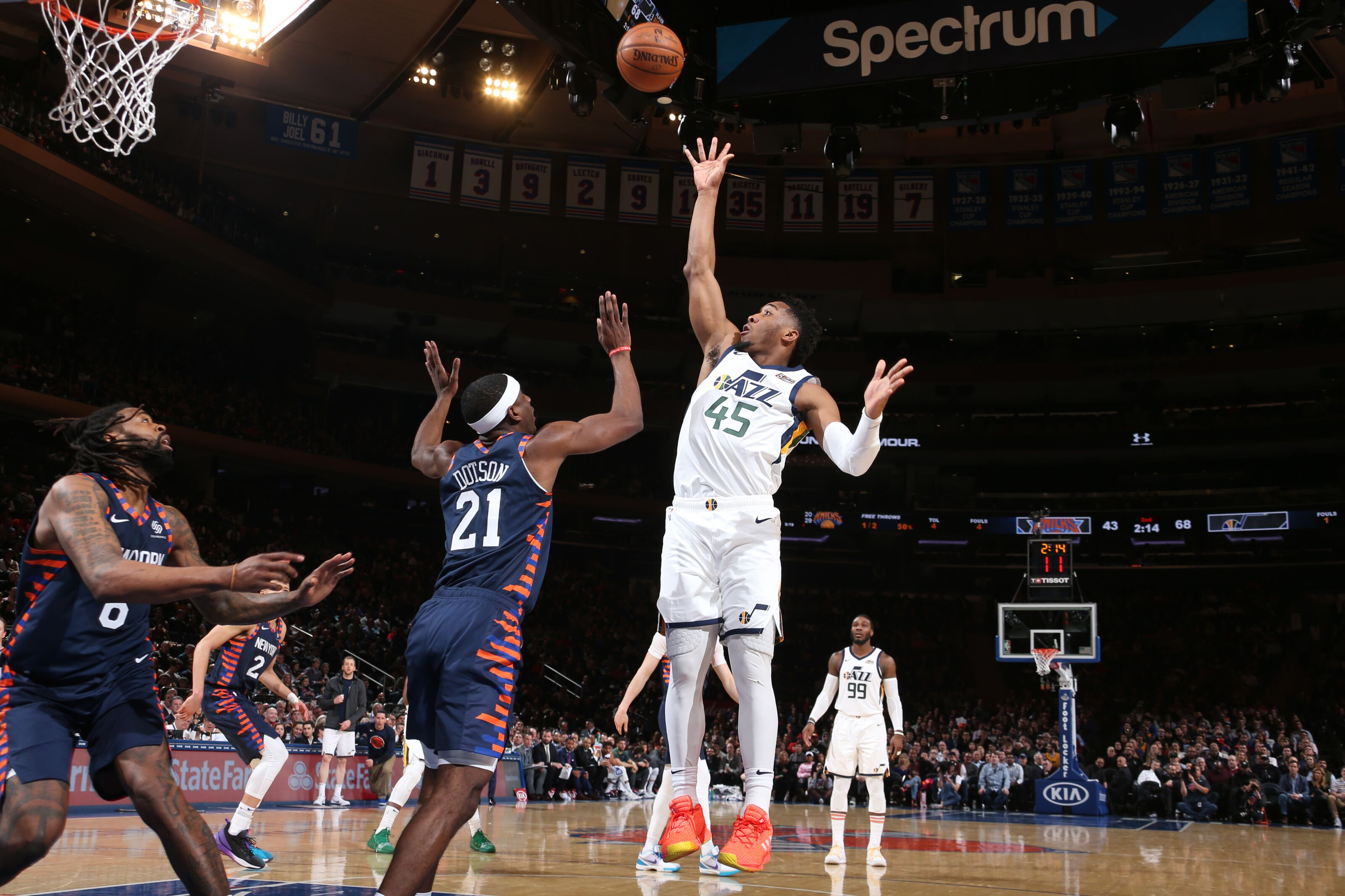 New York Knicks: New York Knicks: White Flag Waives Early In Latest Blowout