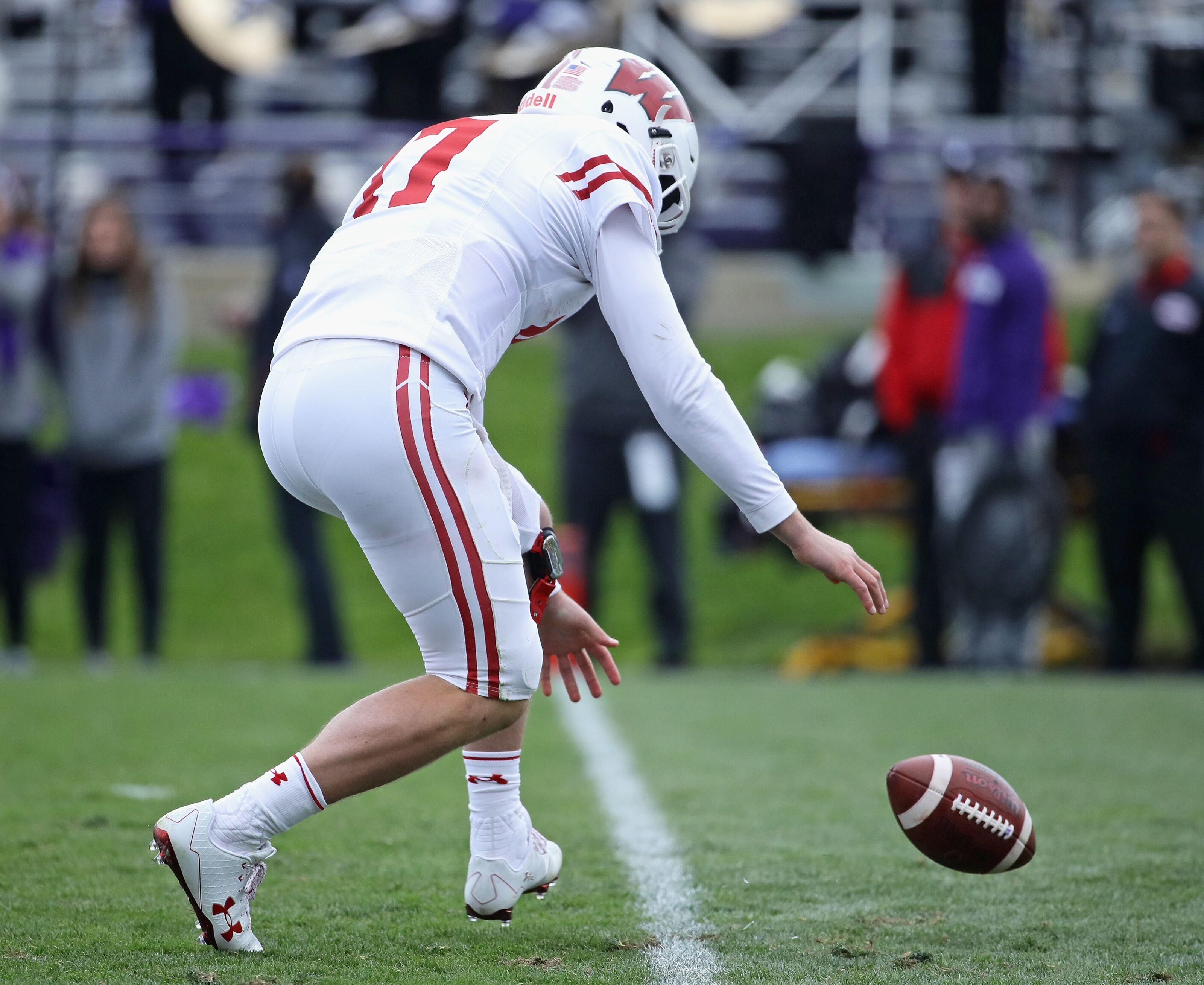 Wisconsin football has a major problem at quarterback