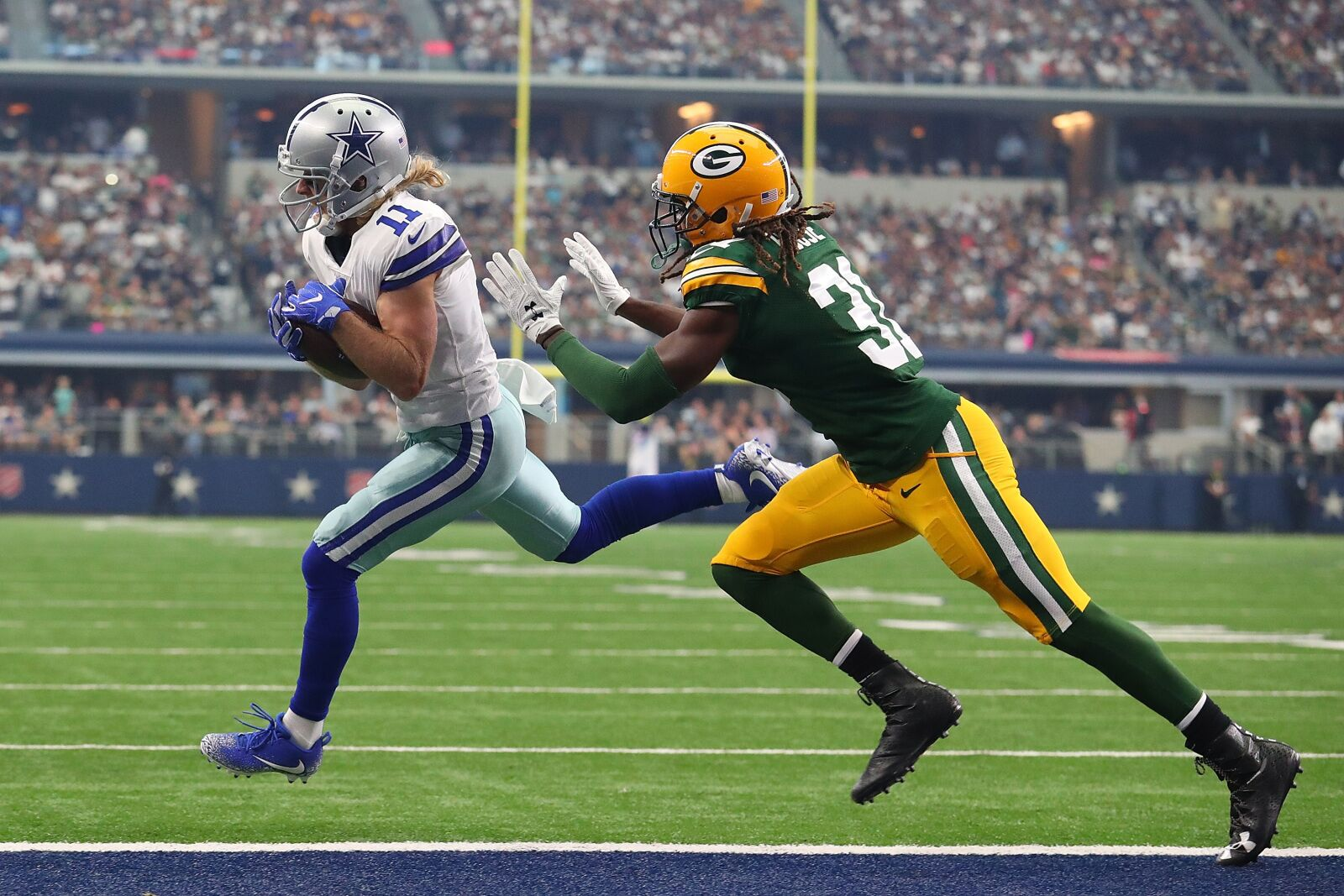 Arlington Tx 26 8211 October 08 Cole Beasley 11 Of The Dallas Cowboys Pulls In A P Ahead Davon House 31 Green Bay Packers On Way To