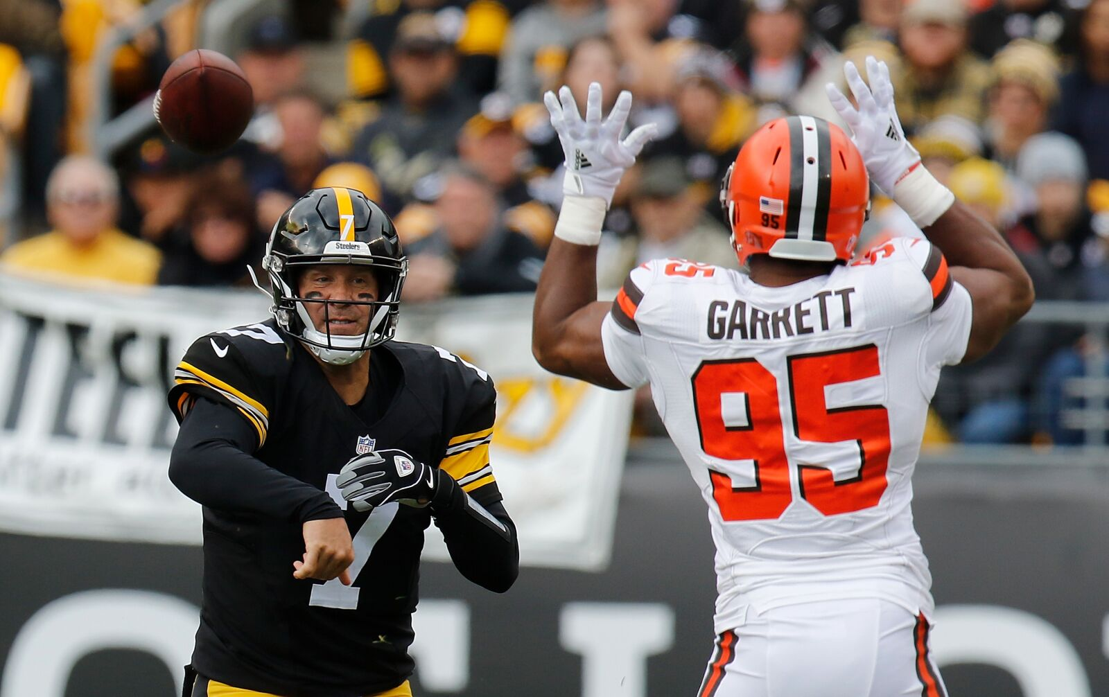 PFF names Cleveland Browns defensive line a top-three pass rushing unit
