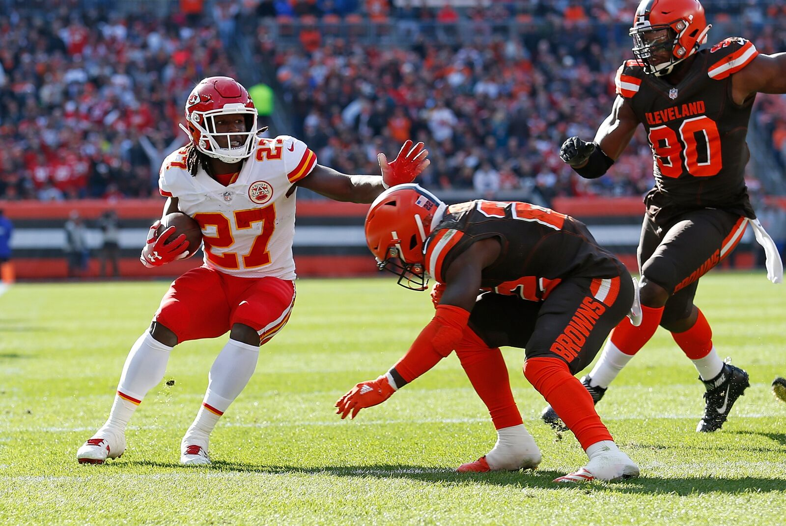 Cleveland Browns: Kareem Hunt returns to practice