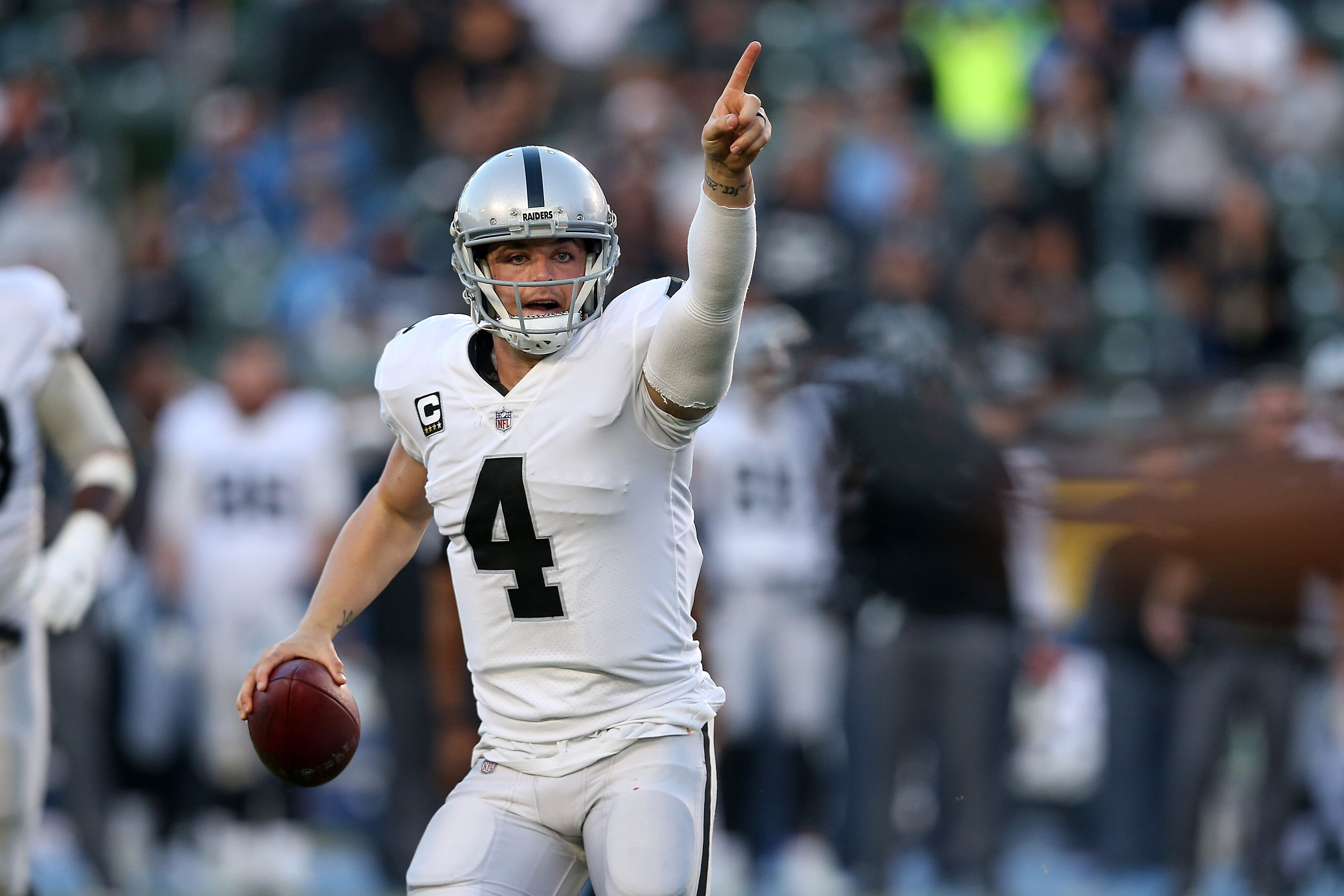 900138636-oakland-raiders-v-los-angeles-chargers.jpg