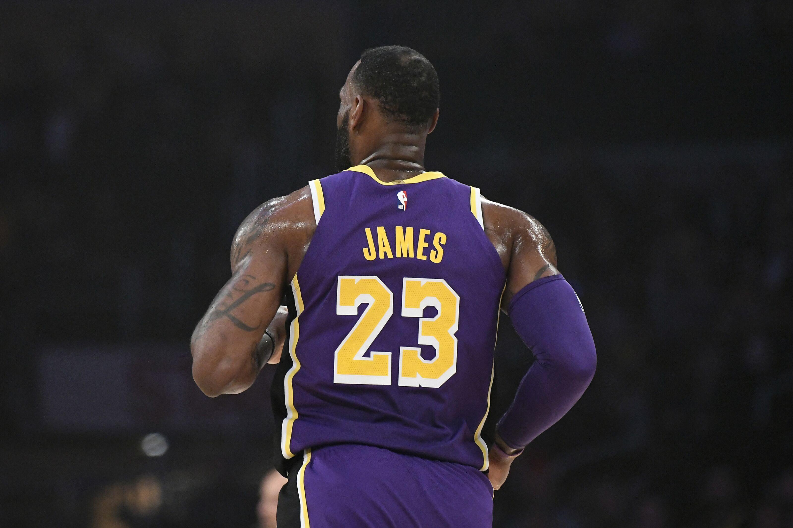 fde16da55dde Chicago Bulls  Three reasons to trade for LeBron James