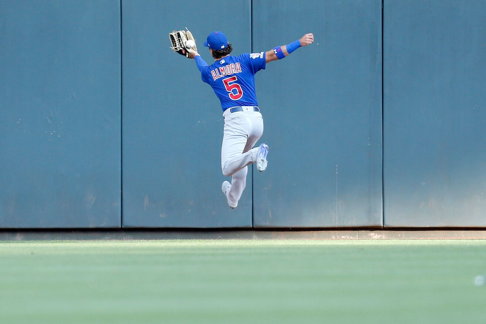 Cubs: Team needs to have short leash on Albert Almora