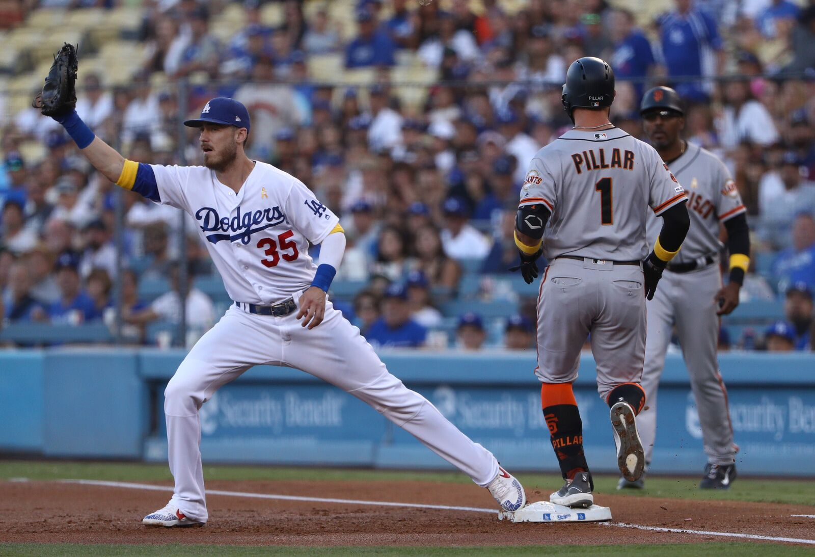 Dodgers shrug off injuries, hum towards NLDS with series left