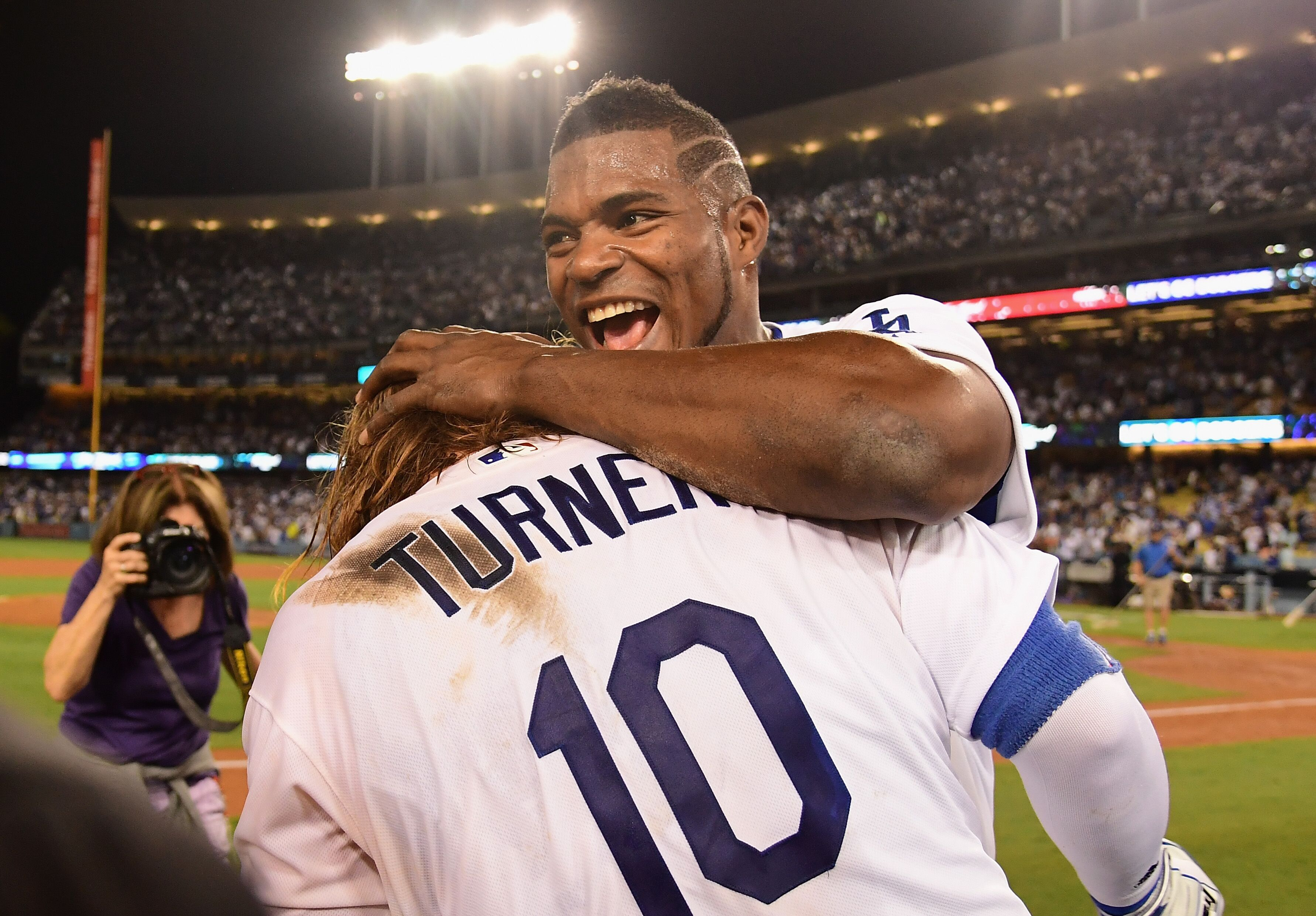 861778106-league-championship-series-chicago-cubs-v-los-angeles-dodgers-game-two.jpg