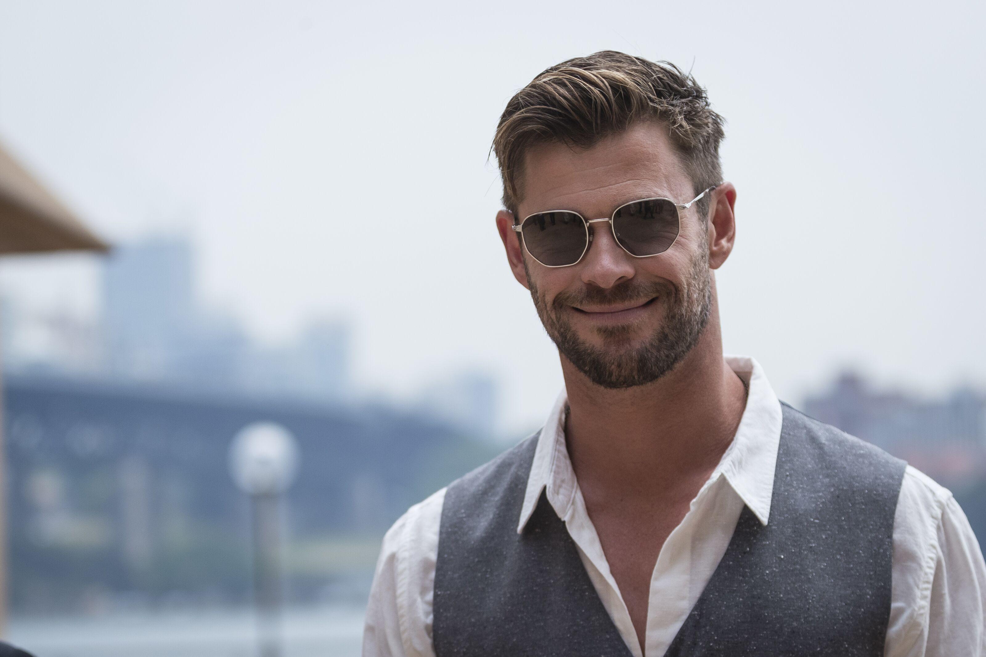 Chris Hemsworth pledges $1 million to Australia to fight devastating fires