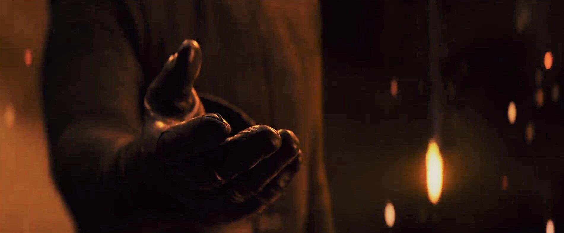 Kylo-Ren-offers-a-hand.jpg&