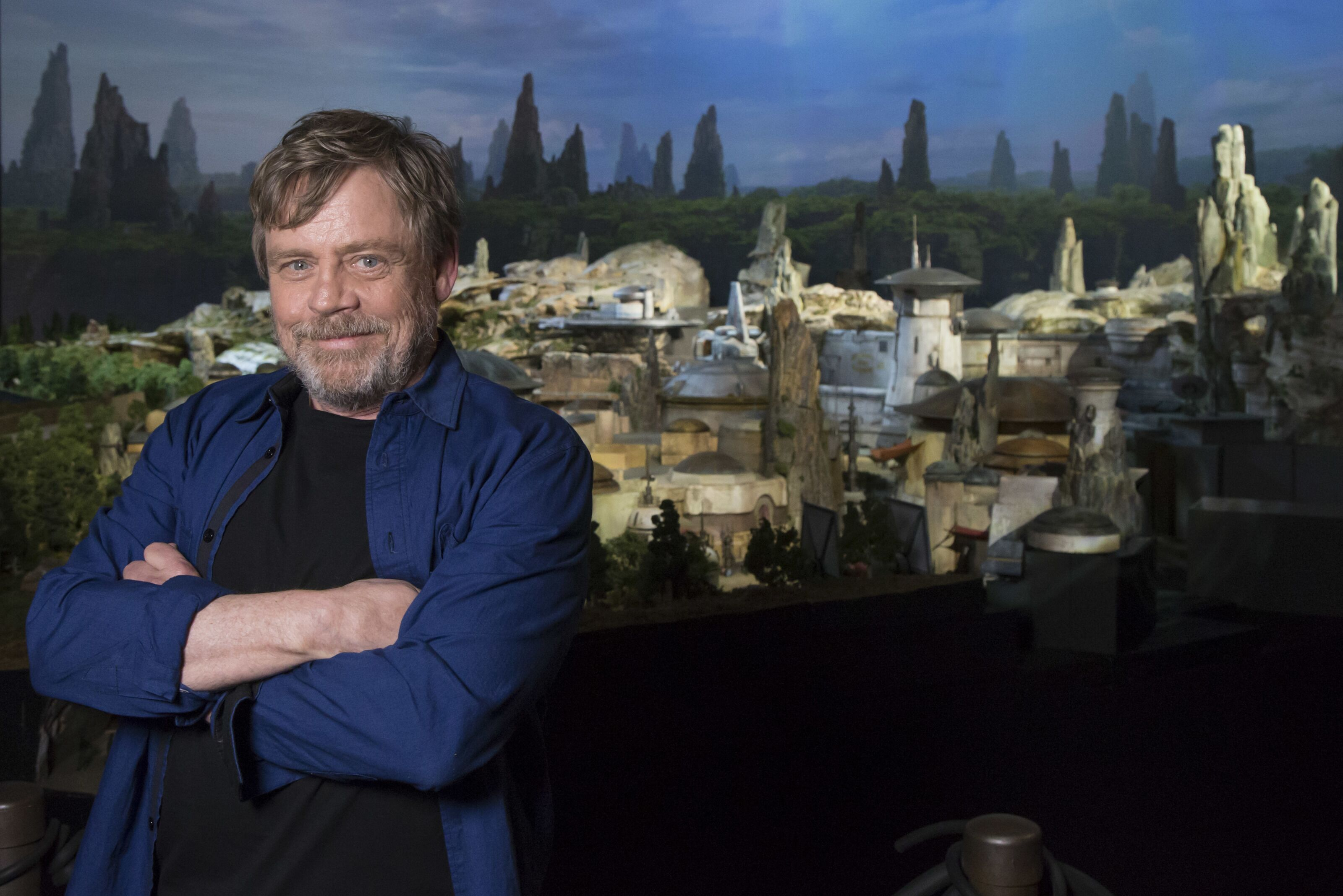 Star Wars: Mark Hamill pays tribute to Carrie Fisher and Peter Mayhew in emotional Tweet