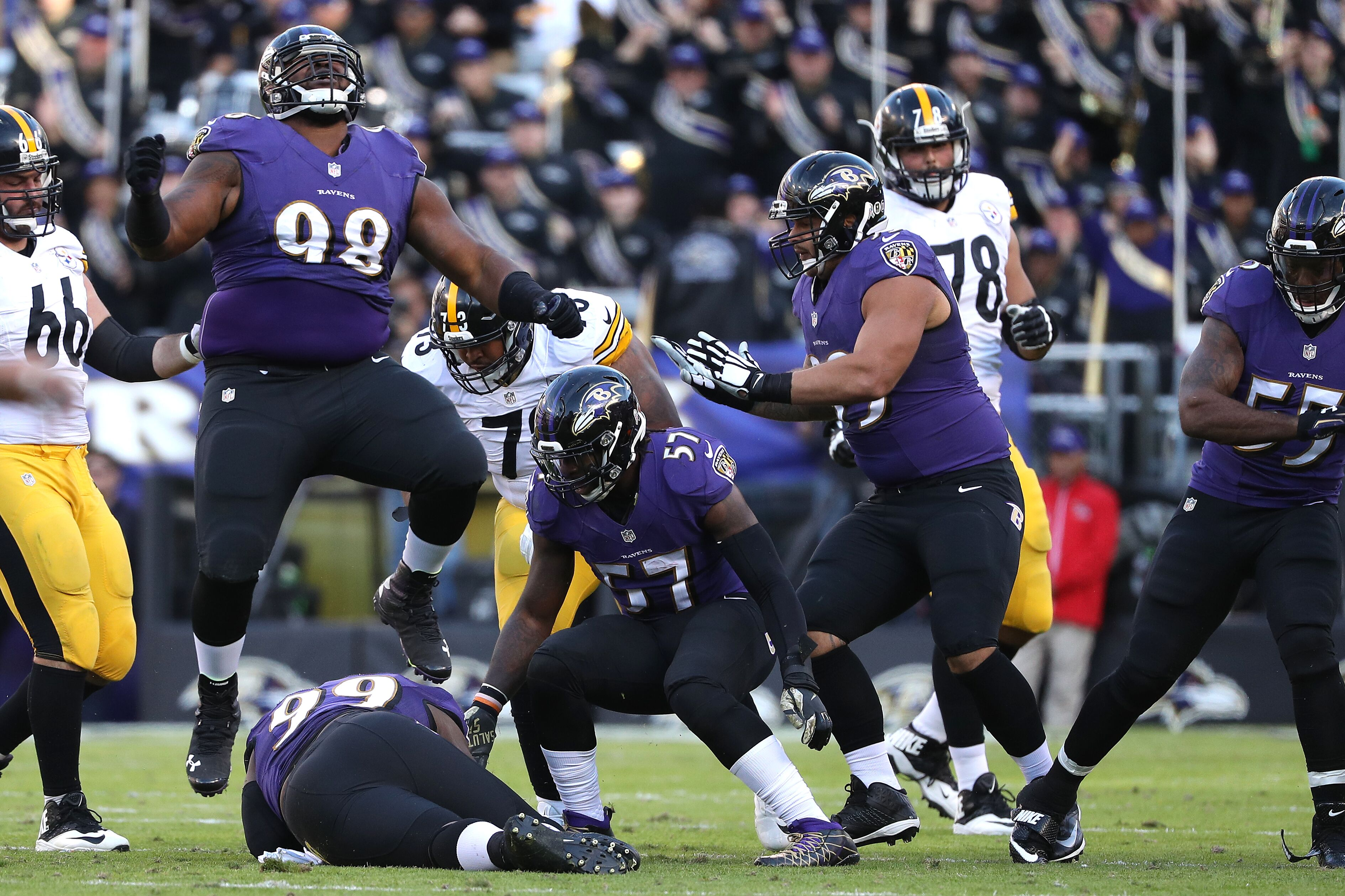 621510330-pittsburgh-steelers-v-baltimore-ravens.jpg