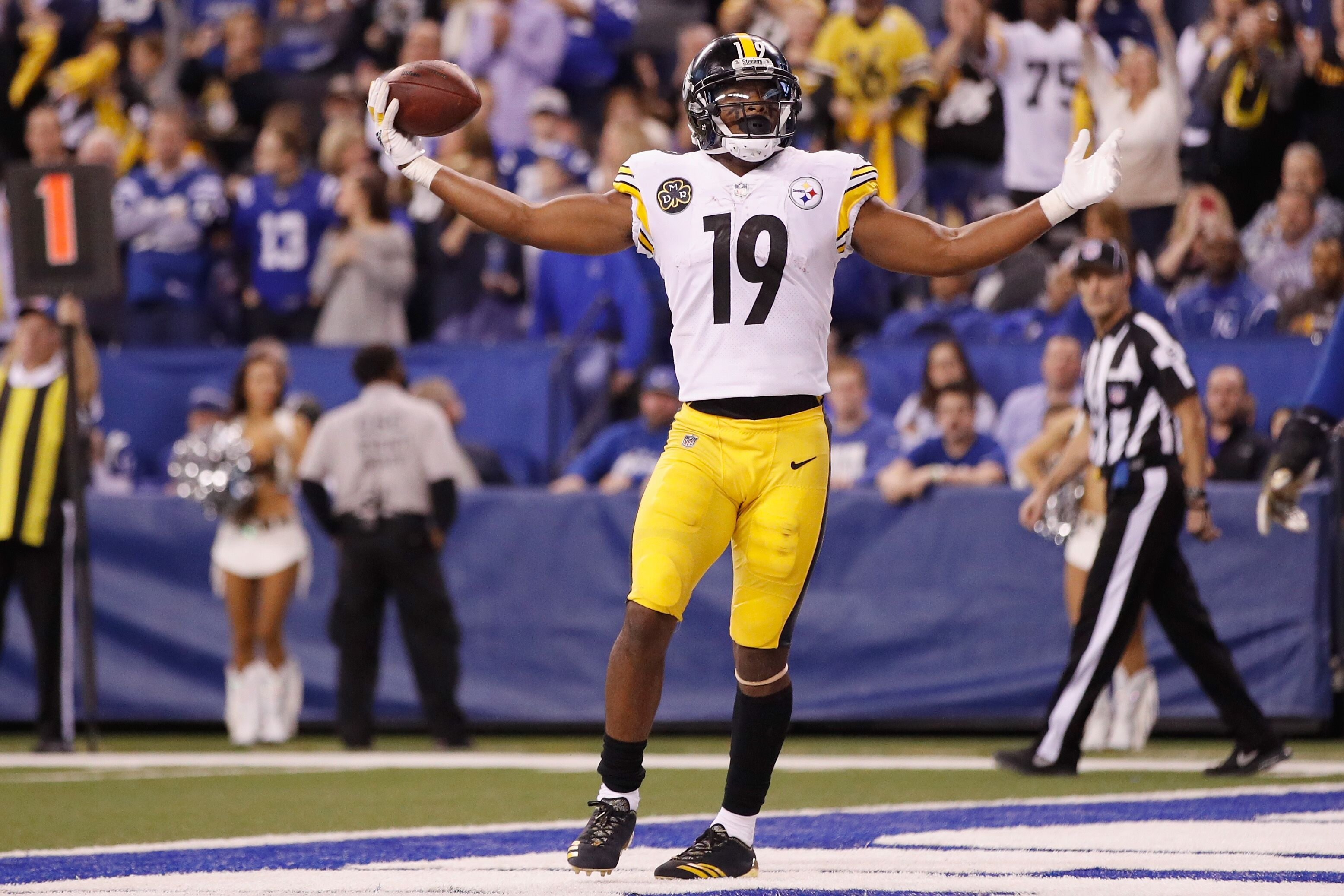 873328552-pittsburgh-steelers-v-indianapolis-colts.jpg