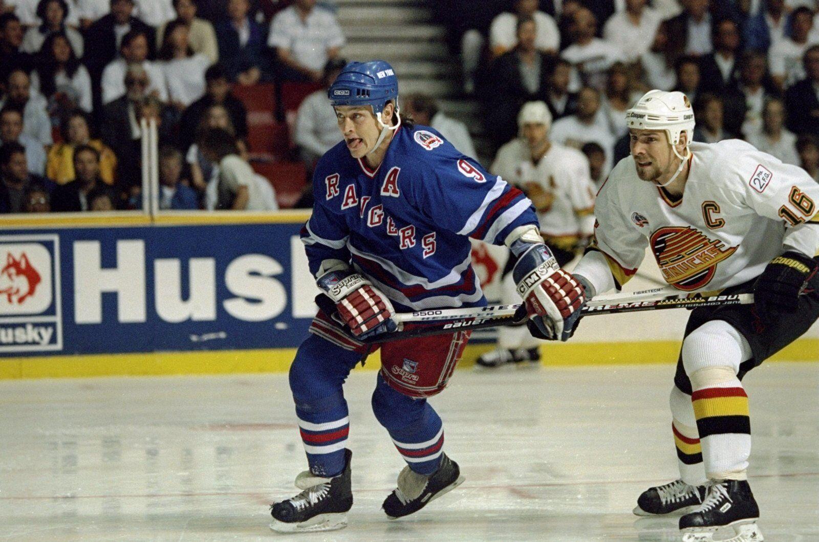New York Rangers Adam Graves scores two in 1994 win over Blackhawks