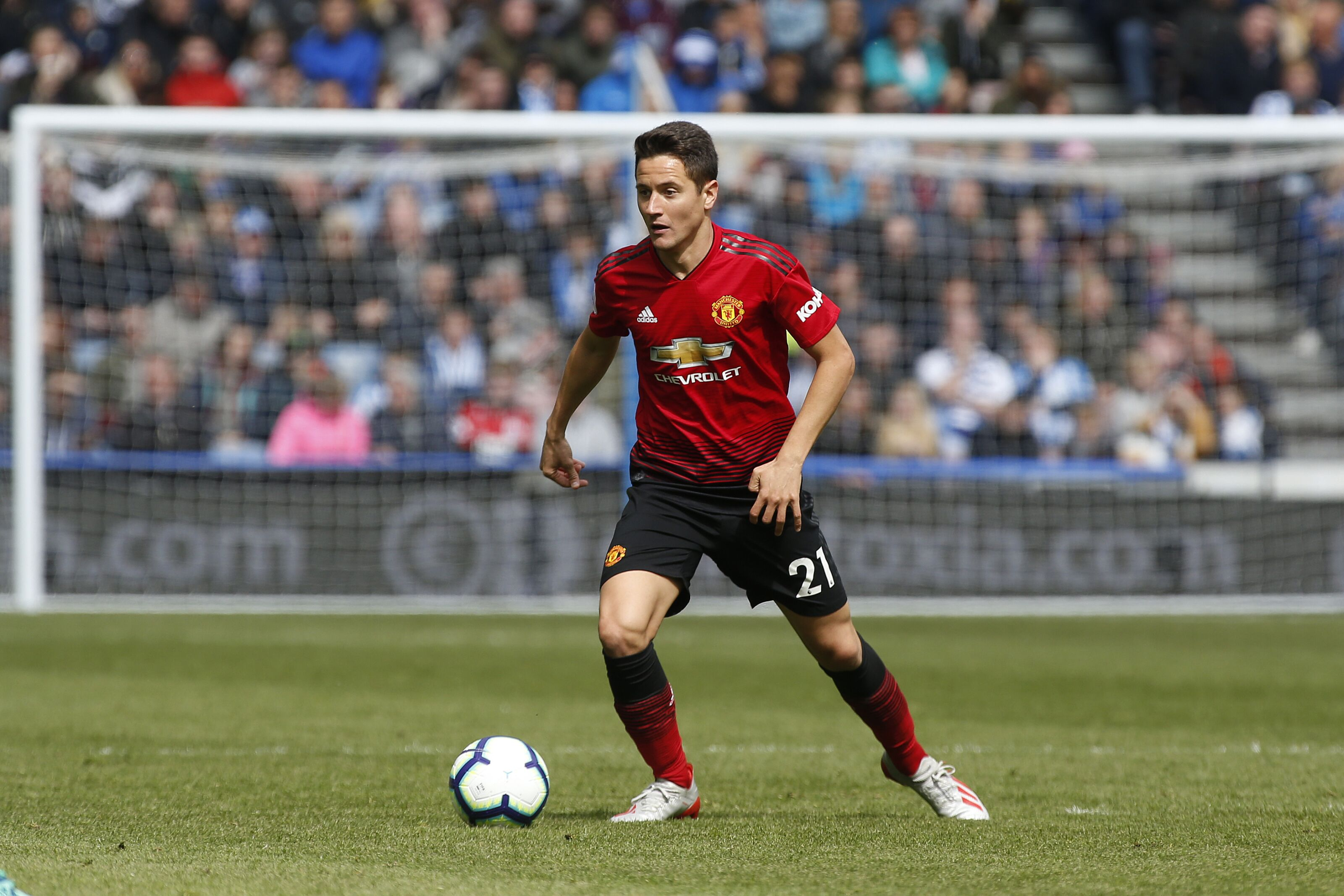 Barcelona star to replace departing Ander Herrera at Manchester United