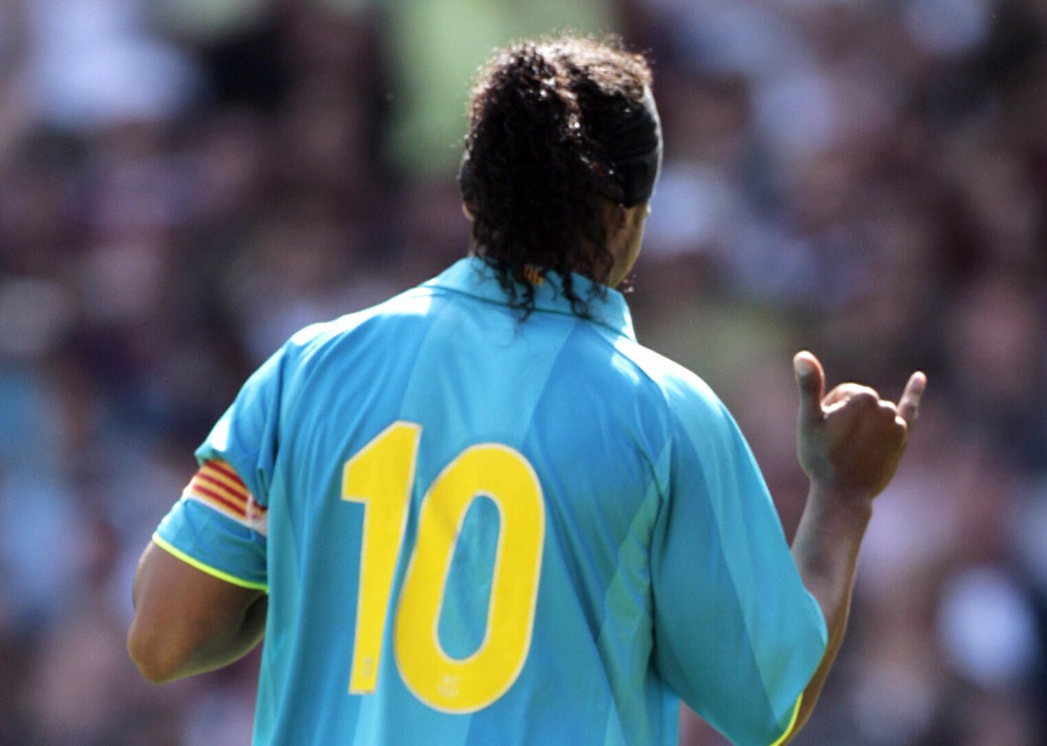 Ronaldinho asks Barcelona to retire No.10 after Messi stops playing 85ee377b3