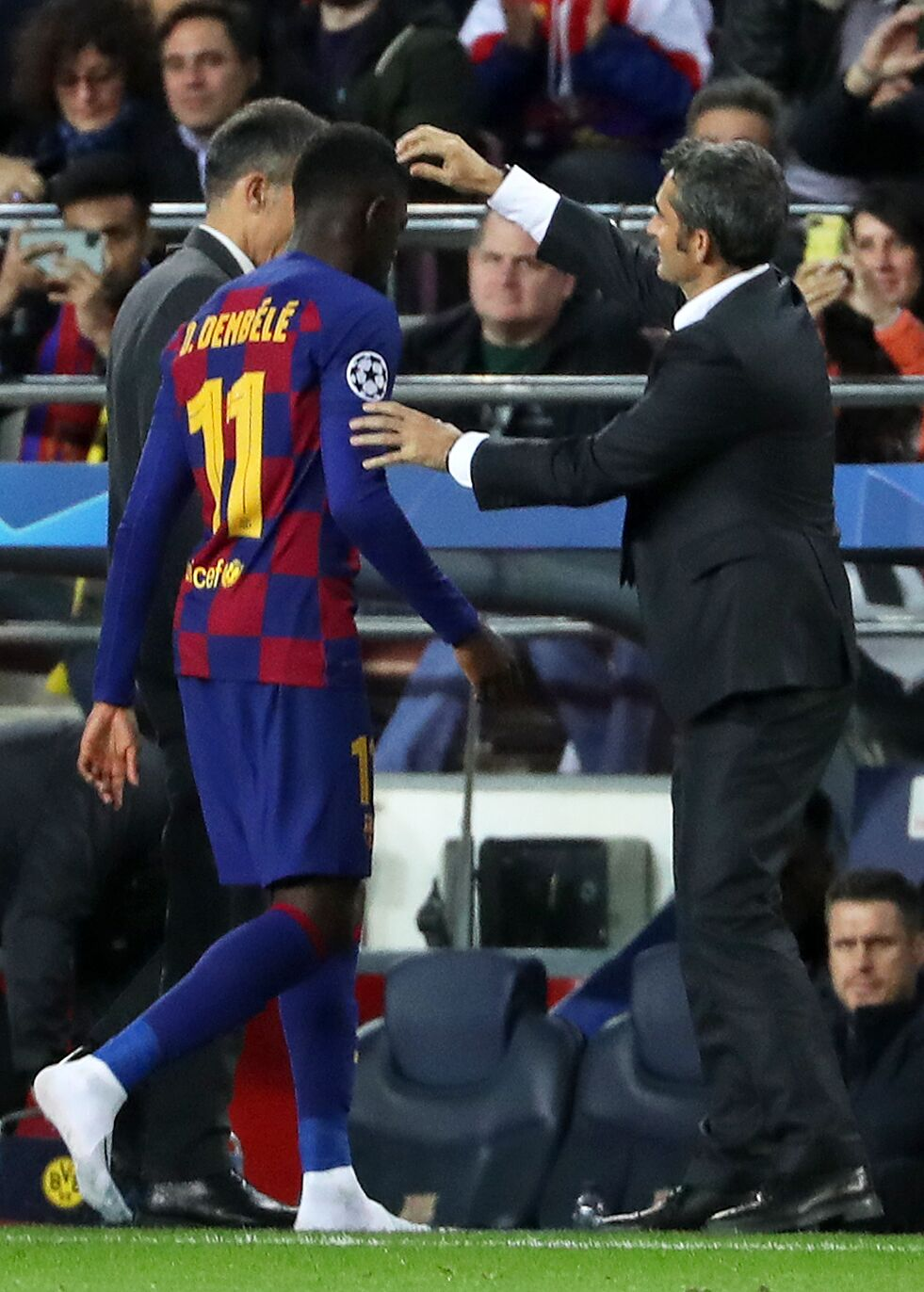 Barcelona shuffling three options to replace the injured Ousmane Dembele