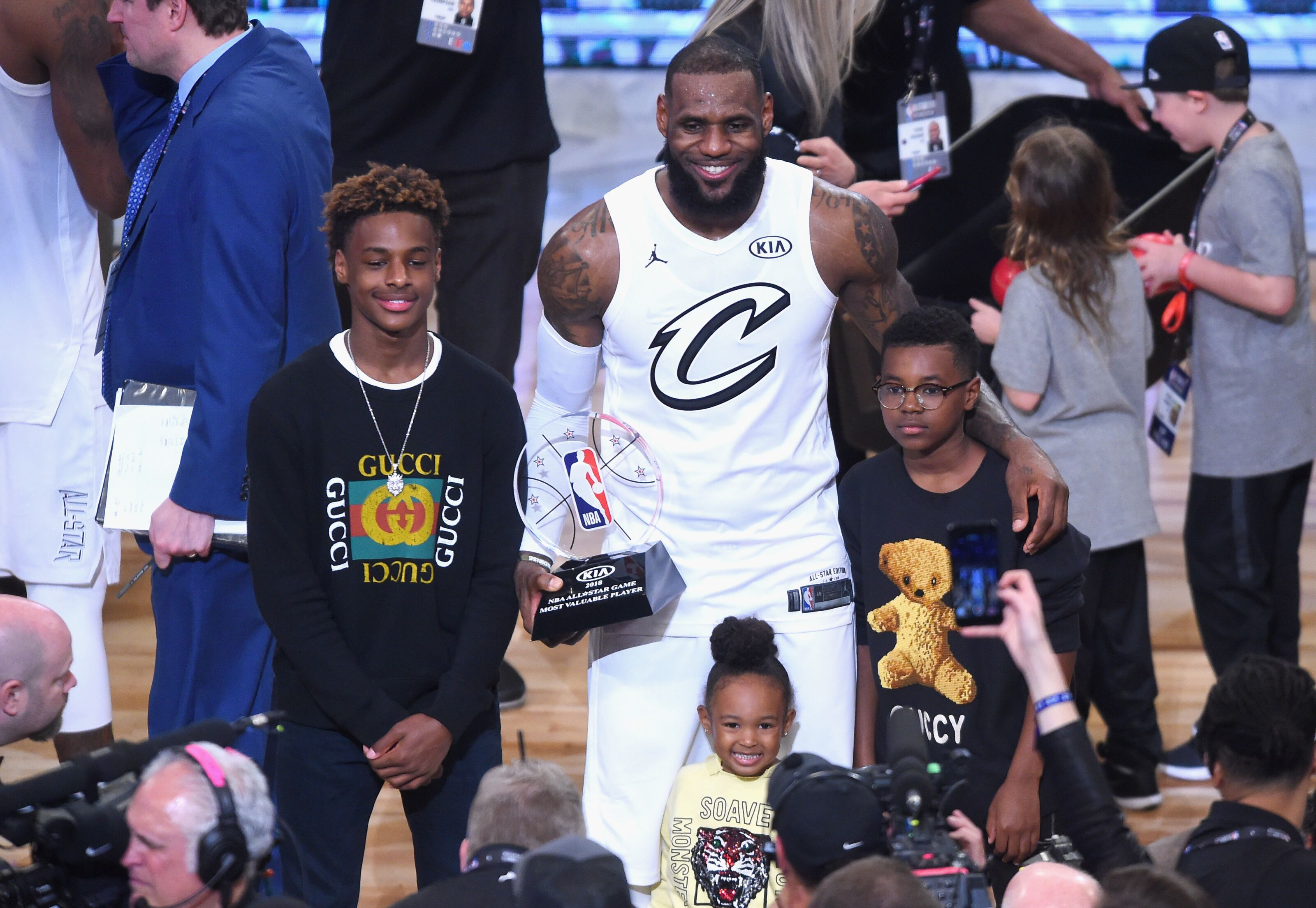 LeBron James' son teaming up with Wade's kid on high-school