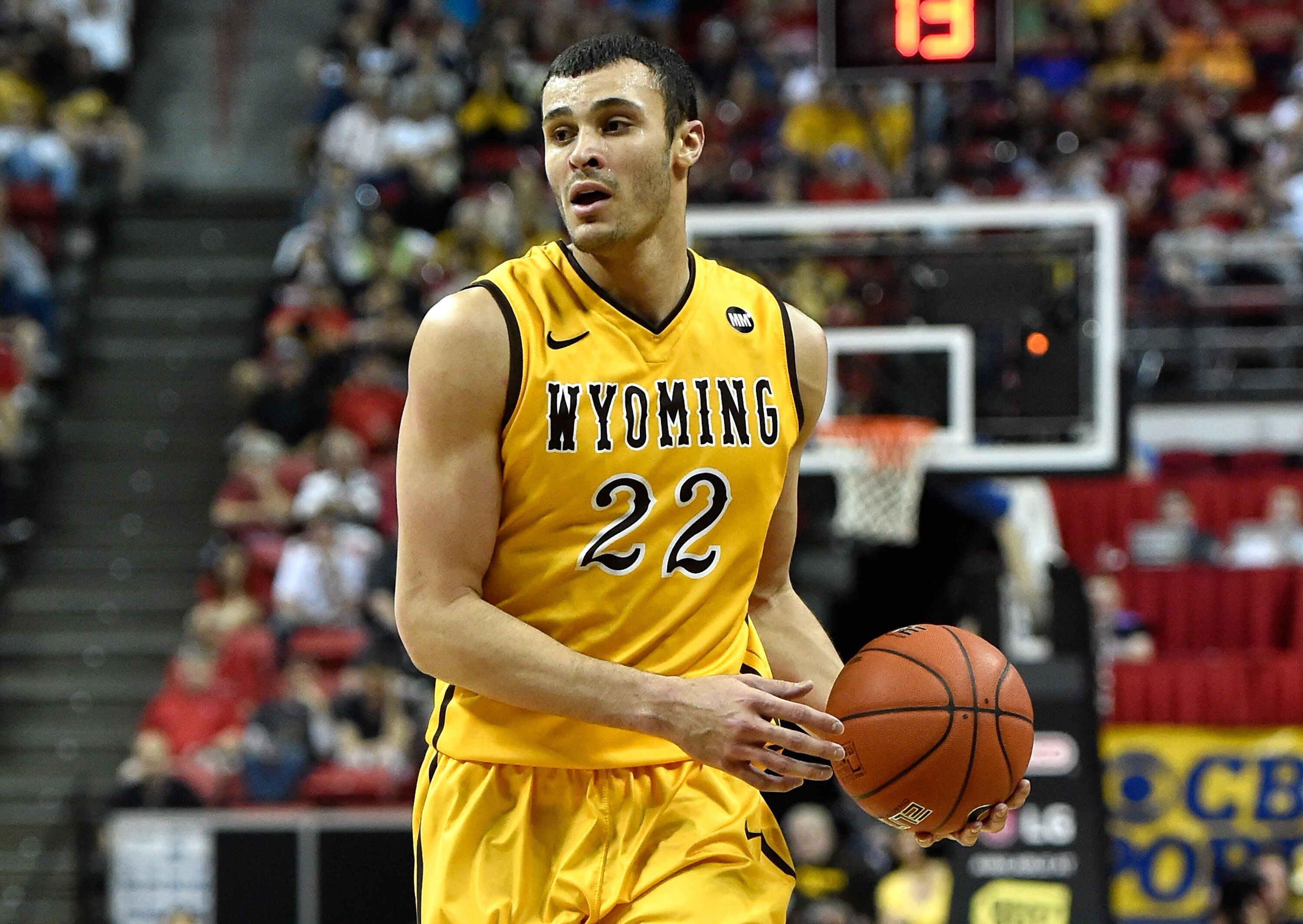 b5cee0bf5 NBA Slam Dunk Contest  Larry Nance must wear Dad s number