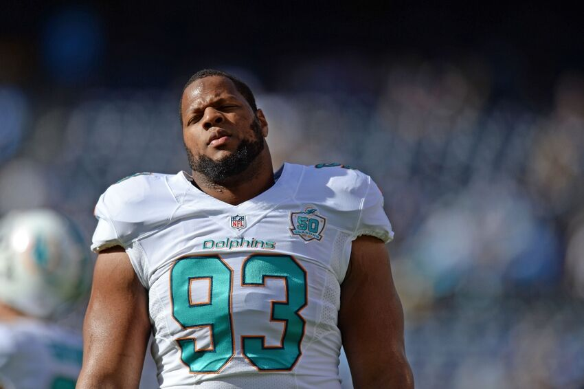 21aa84b29 Miami Dolphins Ndamukong Suh stomps on Russell WIlson s ankle