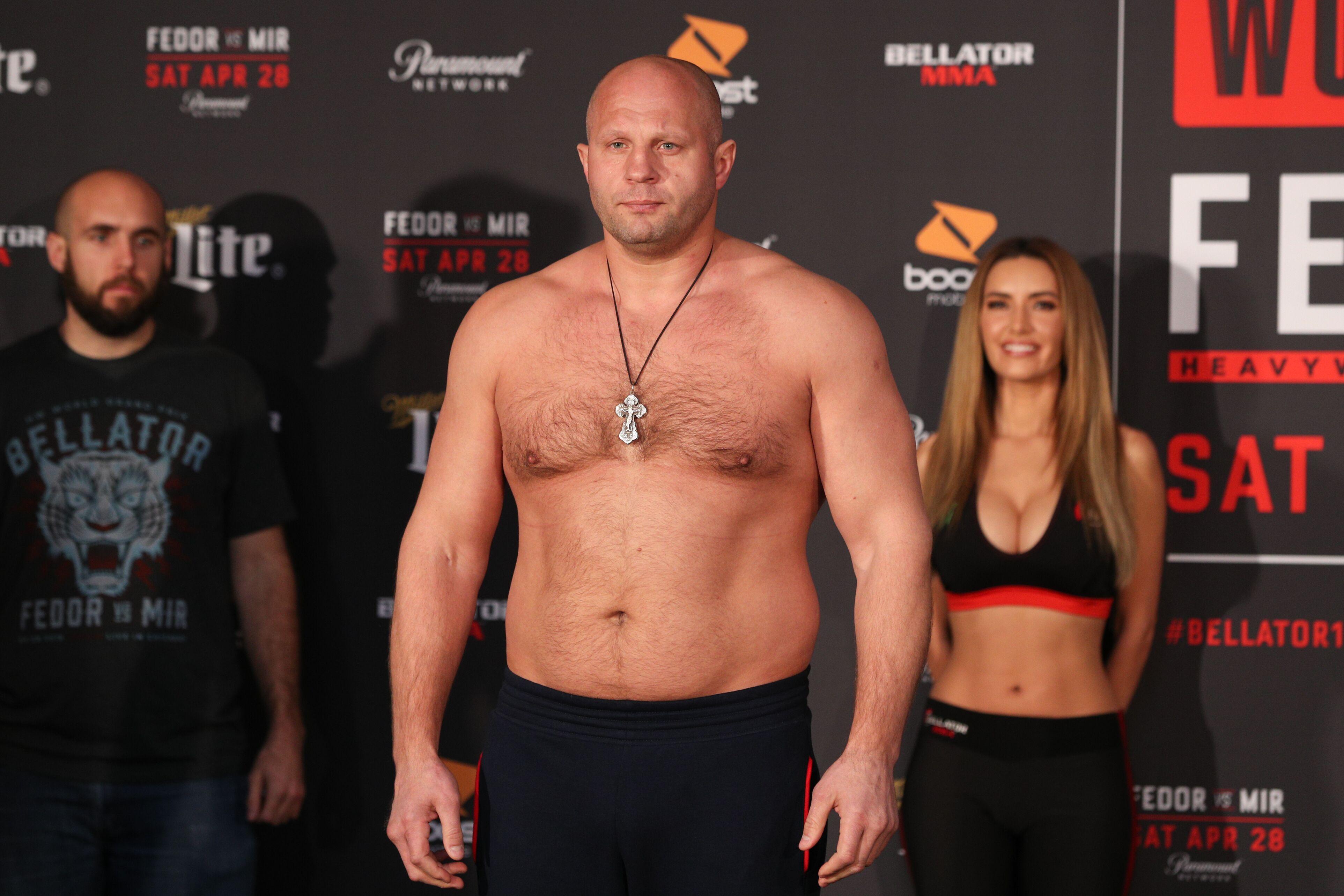 Bellator 208: Fedor Emelianenko drops Chael Sonnen for first round TKO