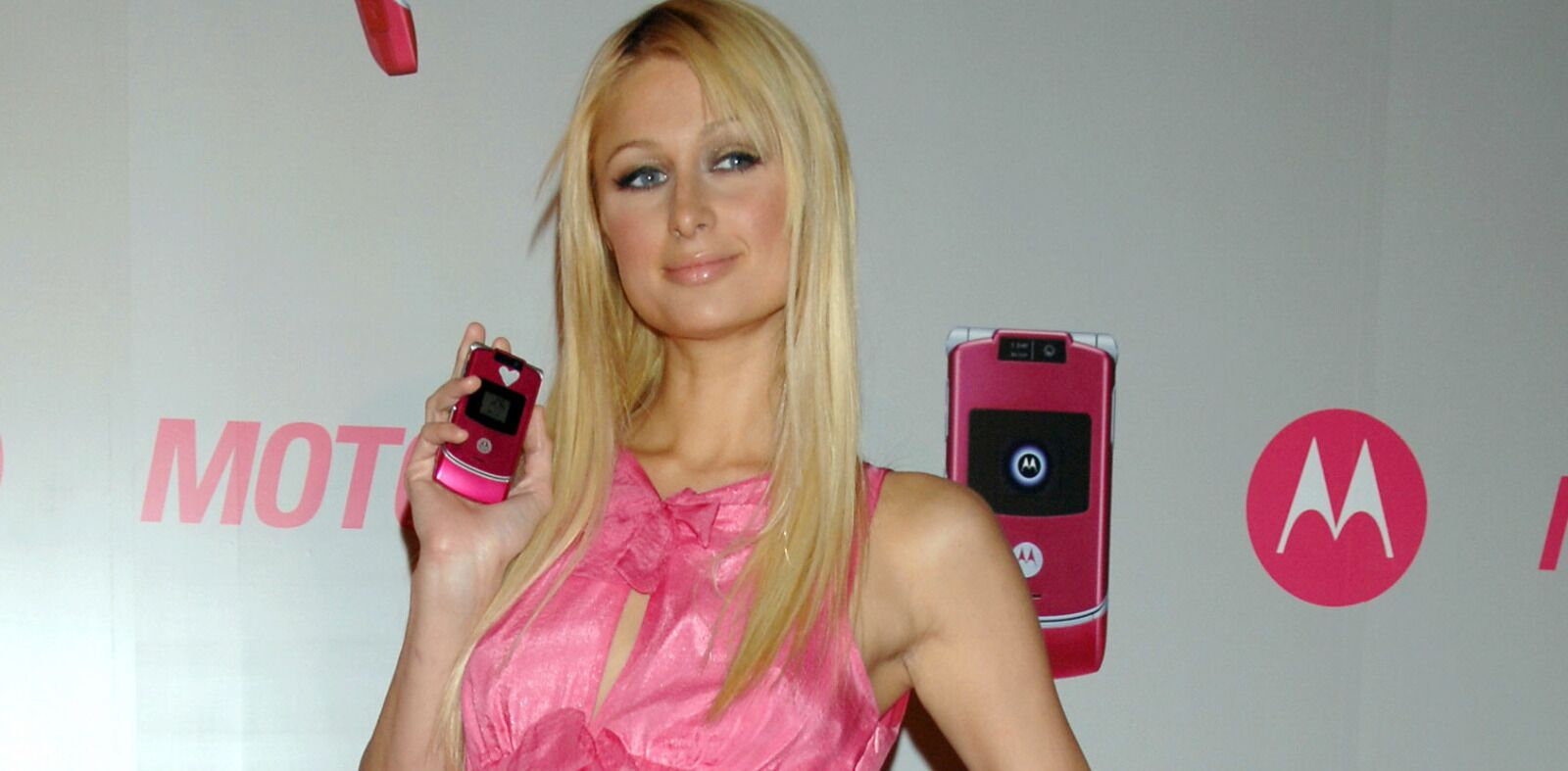 15 pop culture throwbacks from when the Motorola Razr was hot
