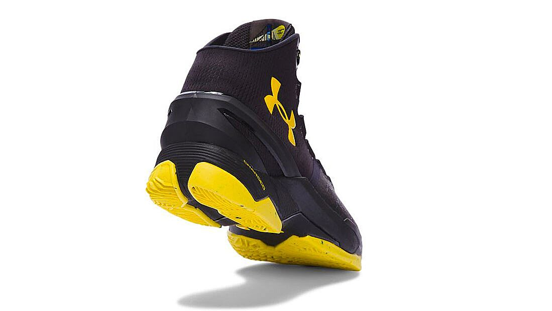 new style 0ae3c 7e622 Batman inspired Stephen Curry Under Armour shoes are amazing ...
