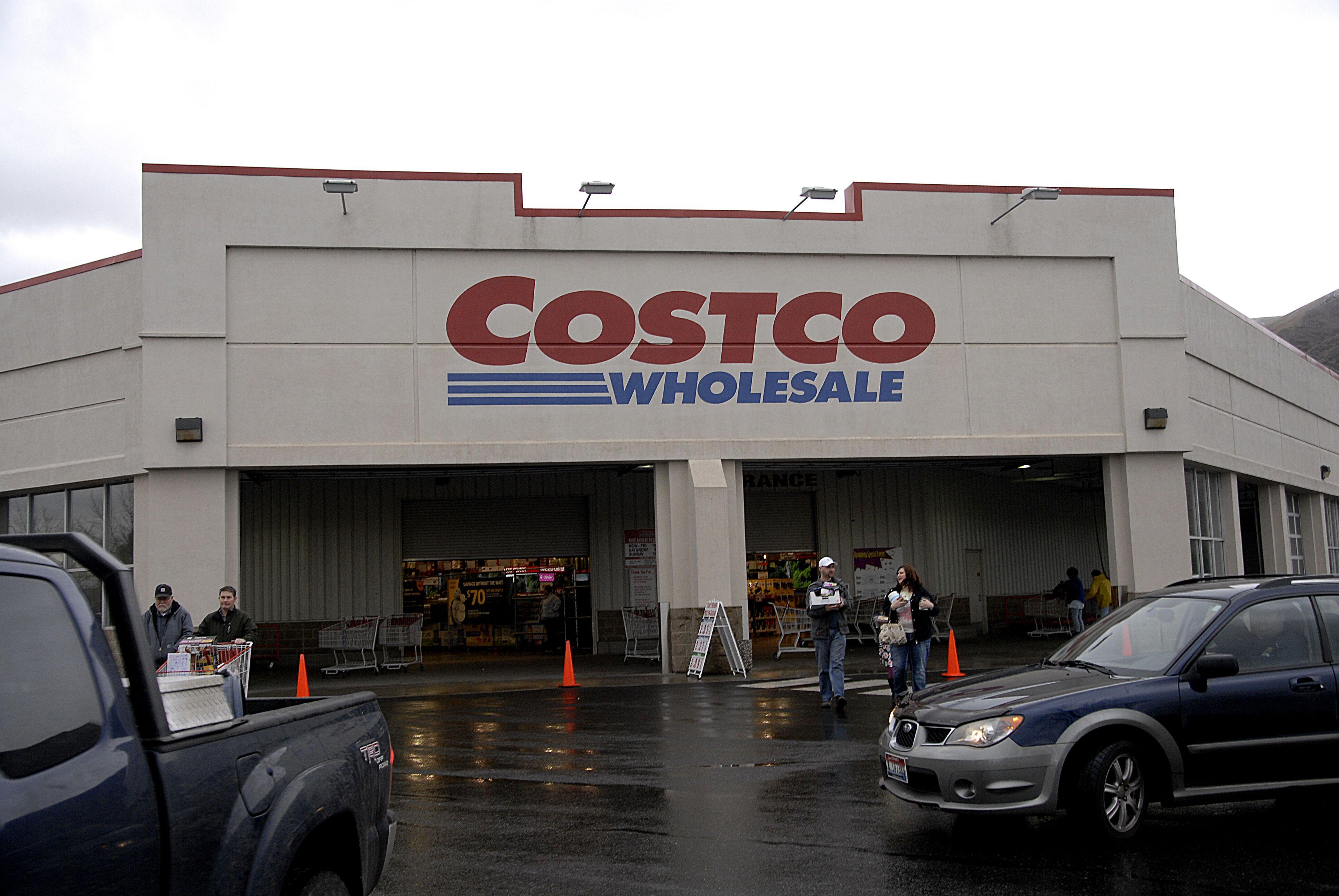 is costco open on christmas