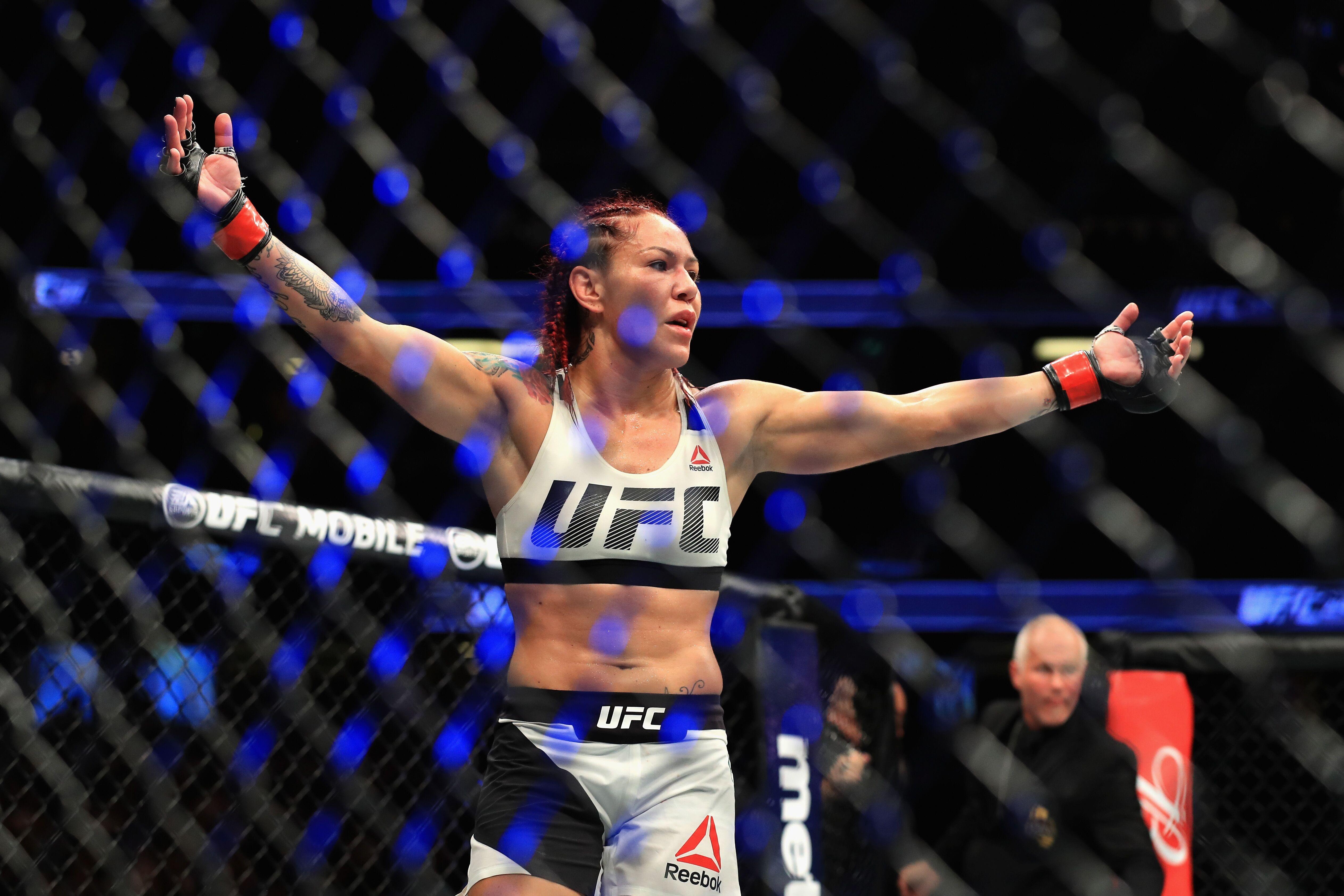 UFC 214: Cris Cyborg finishes Tonya Evinger to win title