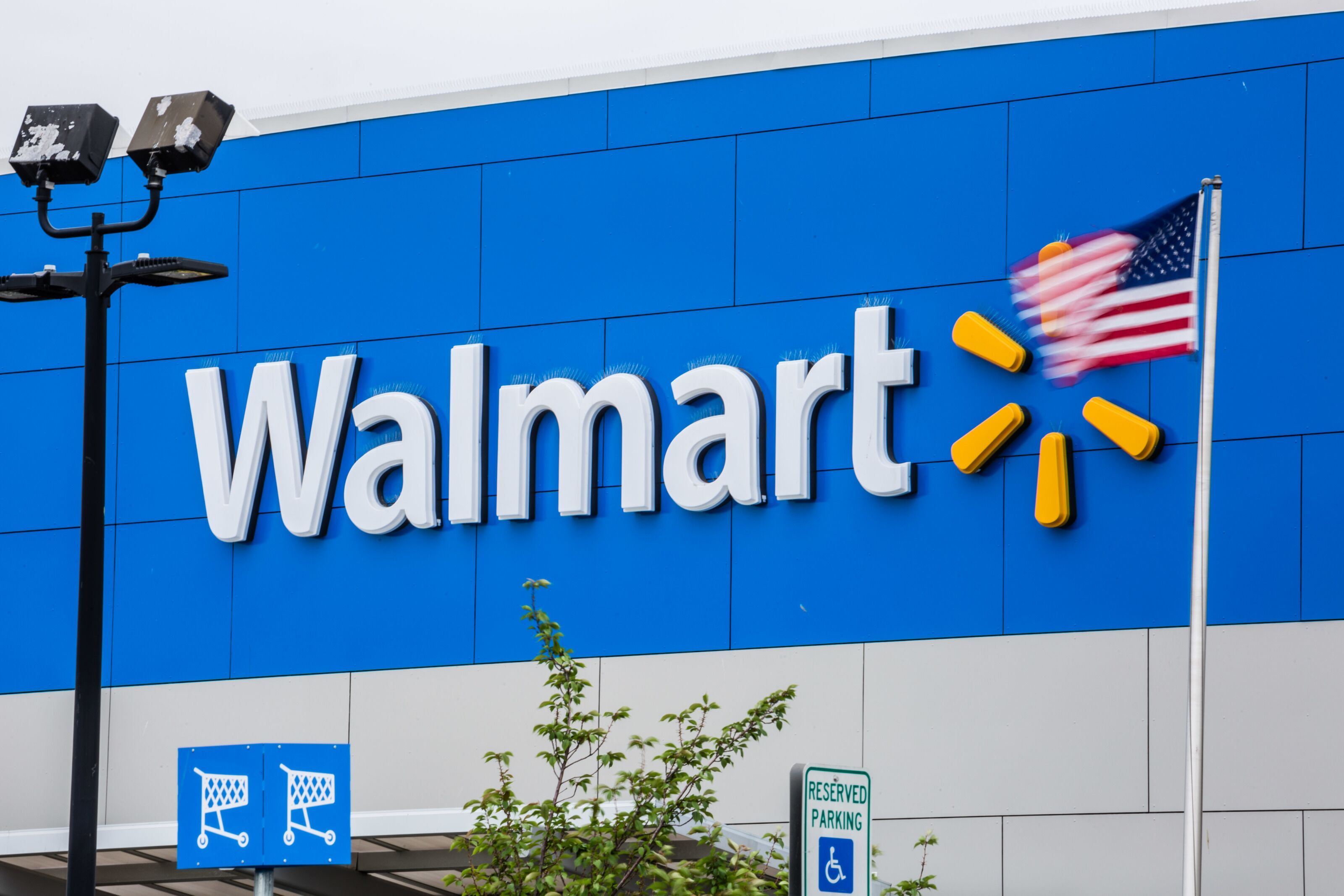 Jul 03,  · The 4th of July is one of America's most patriotic holidays, but will everyone be able to visit and shop at Walmart? July 4th is always a holiday Americans look forward to. It represents a day.