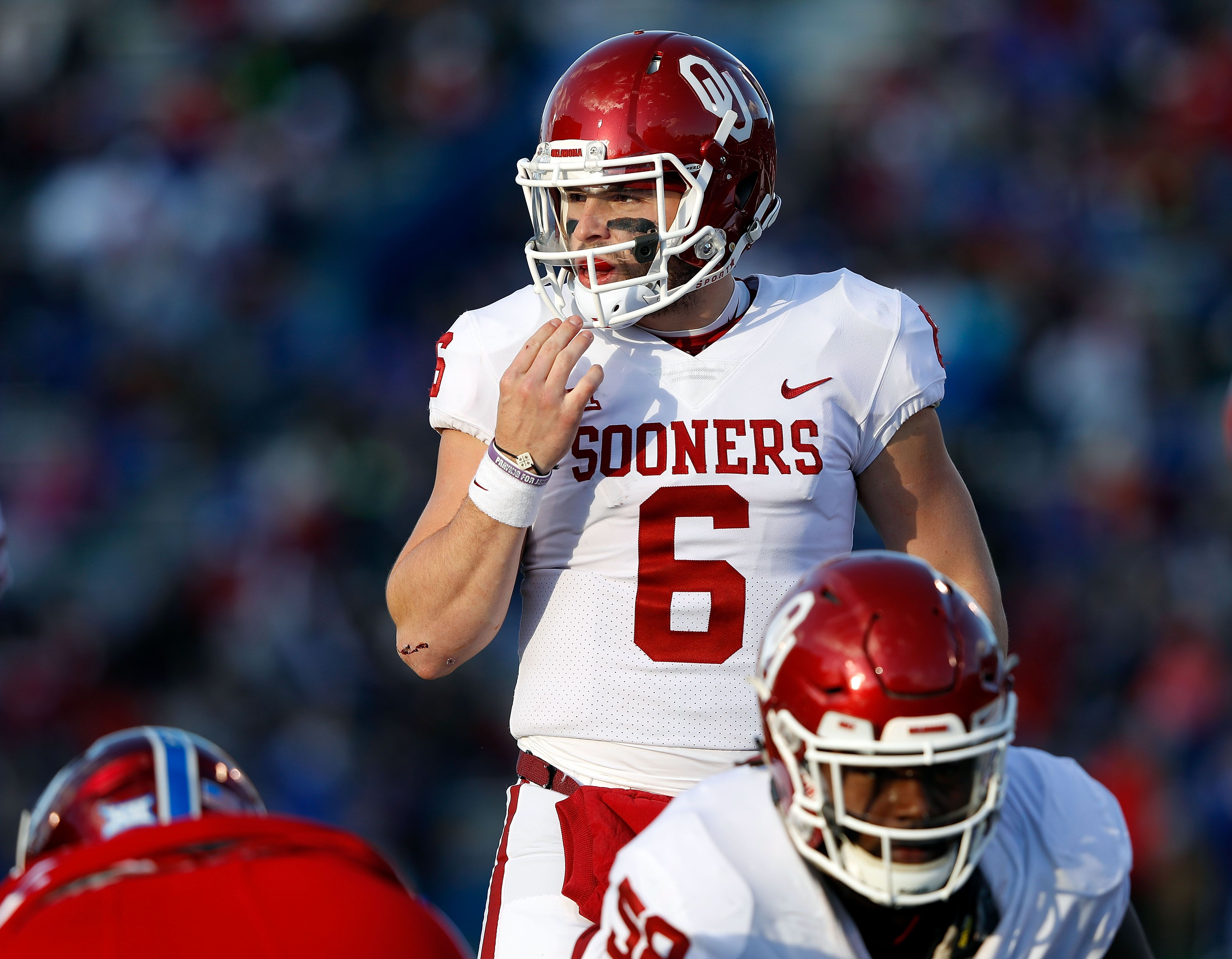 Baker Mayfield Grabbing Crotch >> Baker Mayfield gives Kansas sideline a very NSFW gesture