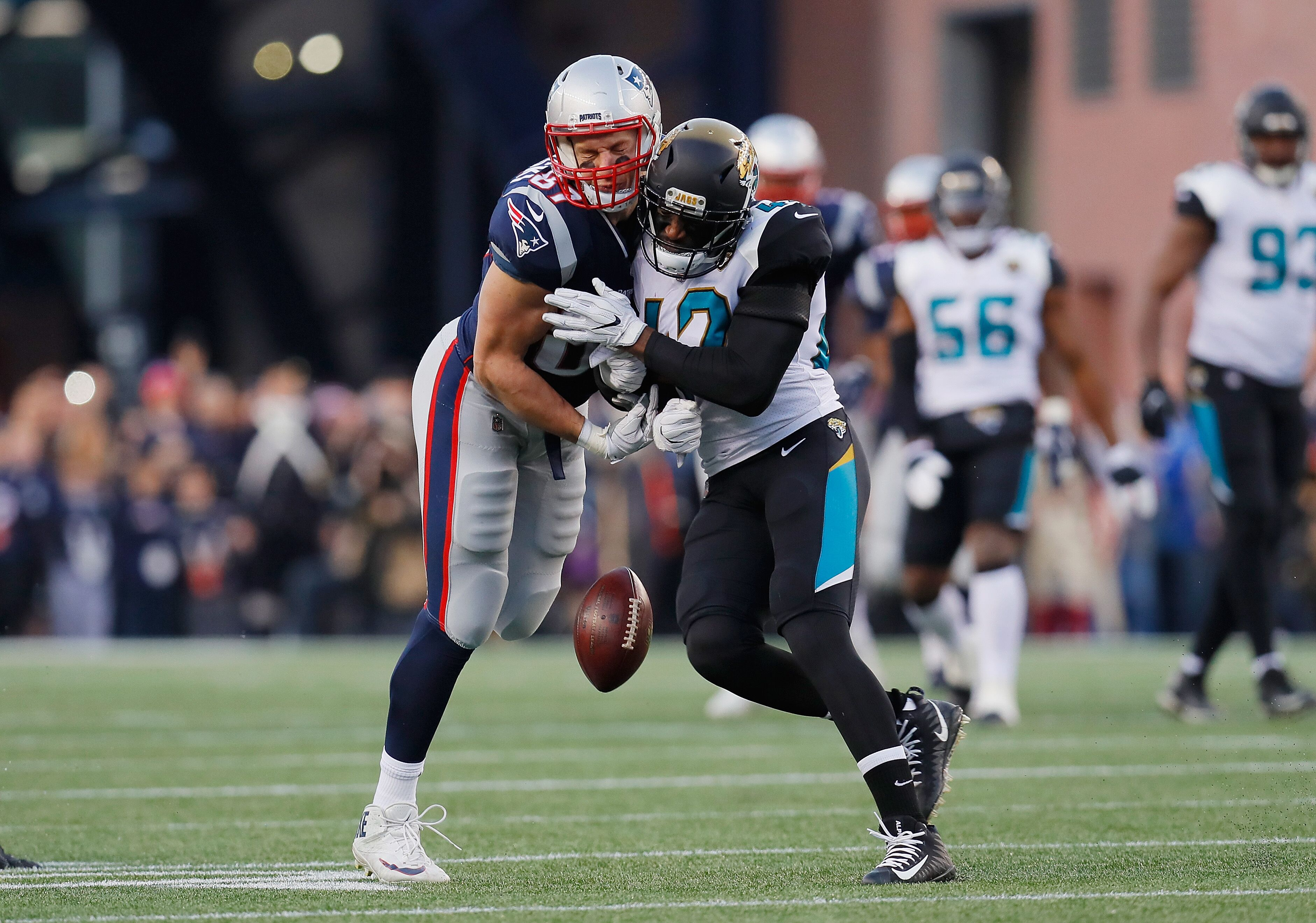 f9c799803 Patriots  Rob Gronkowski takes wicked hit to the head - Read NFL news
