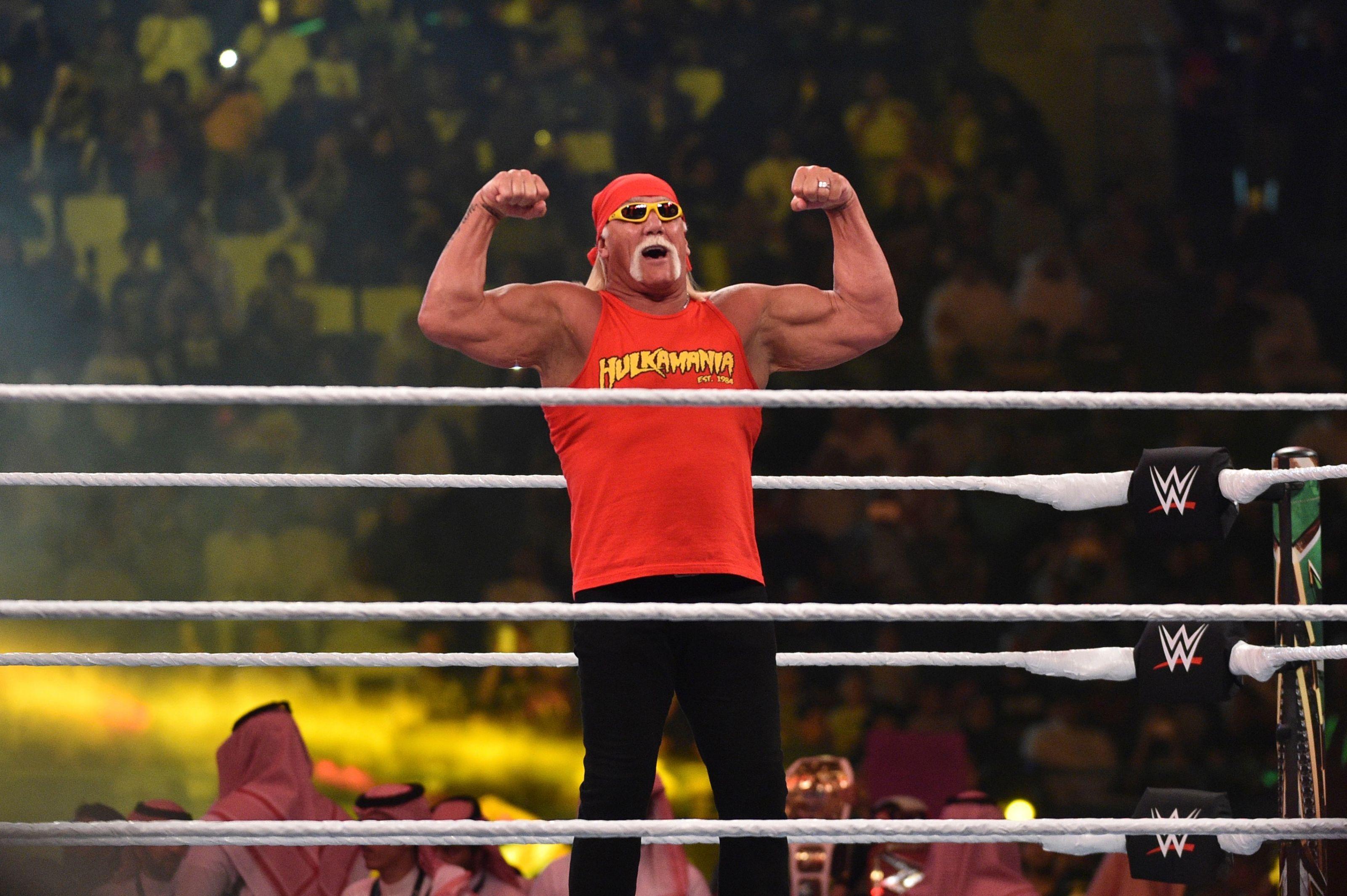WWE brings out Hulk Hogan at WrestleMania for no reason