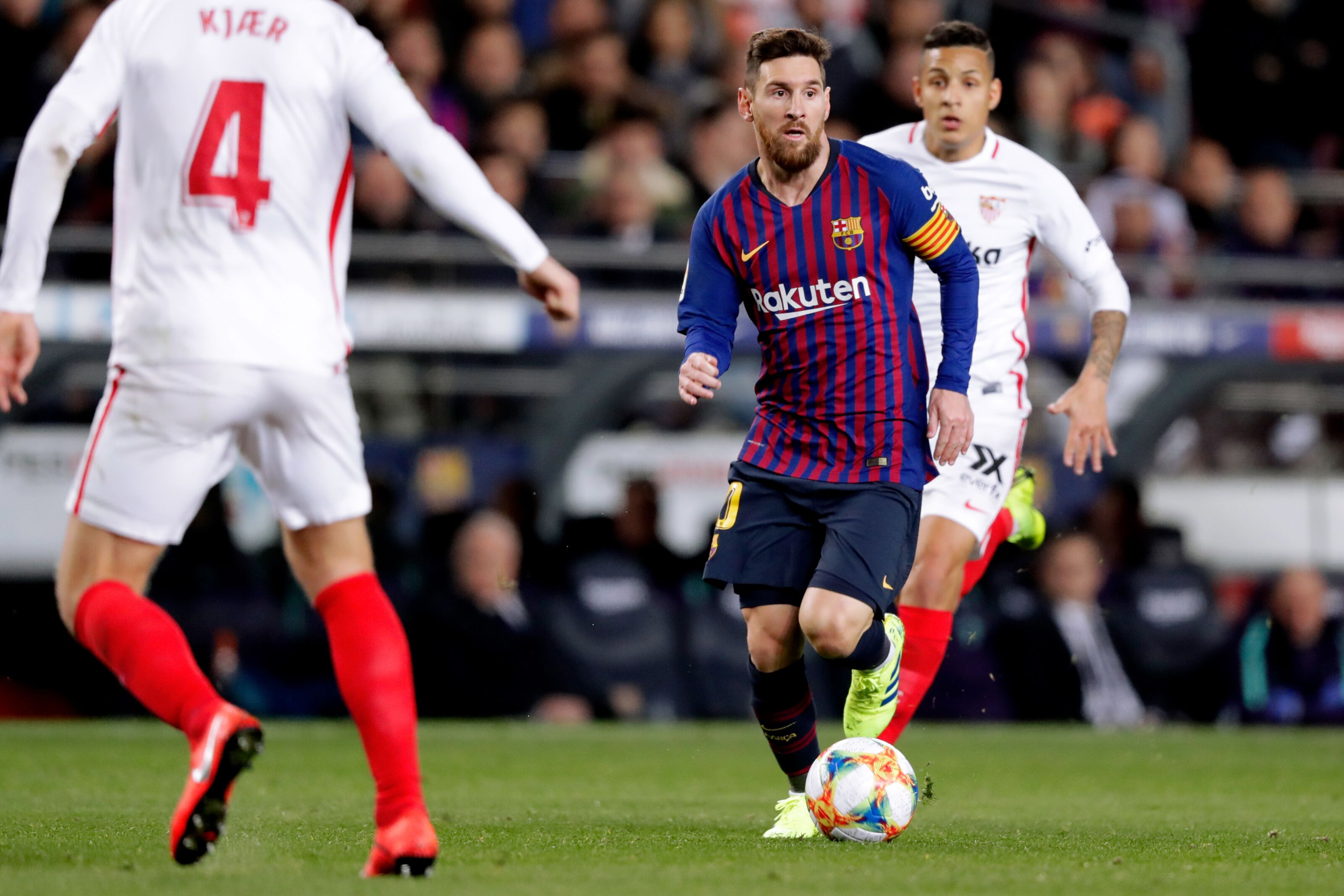 Sevilla and Barcelona face each other amid poor spells of form