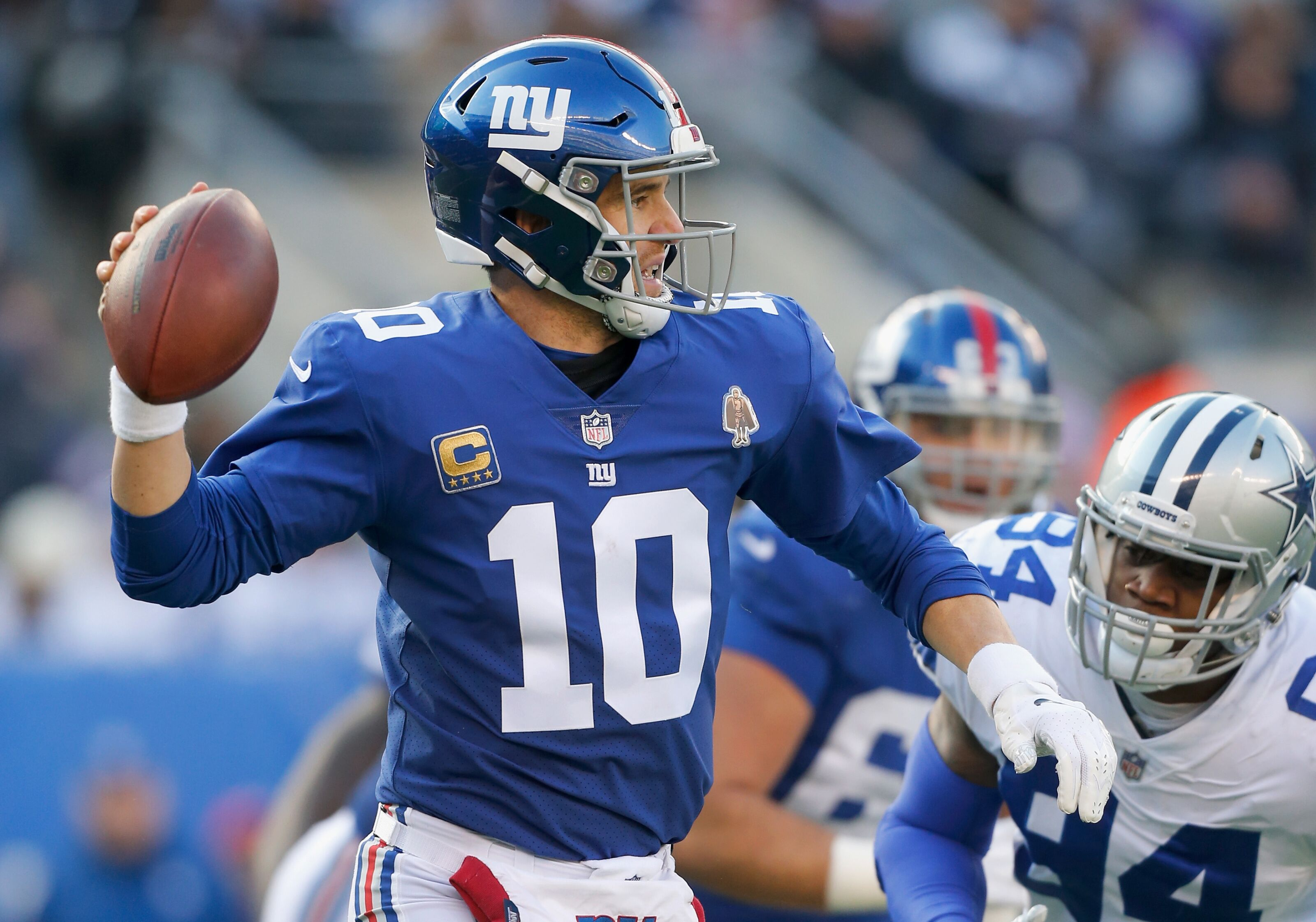 Eli Manning invites calls for Daniel Jones early in Giants' OTAs