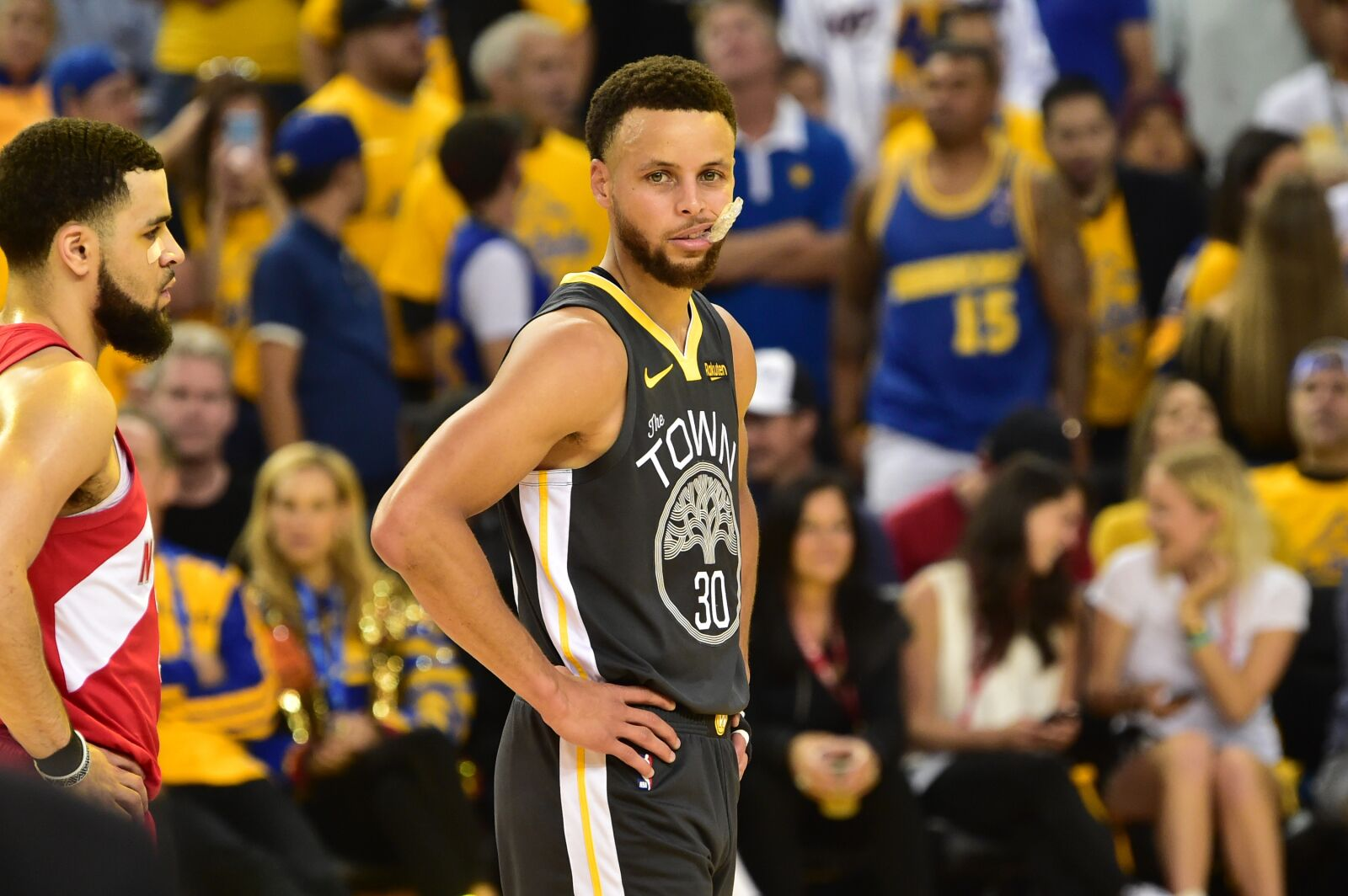 How are Stephen Curry and D'Angelo Russell going to share the ball?