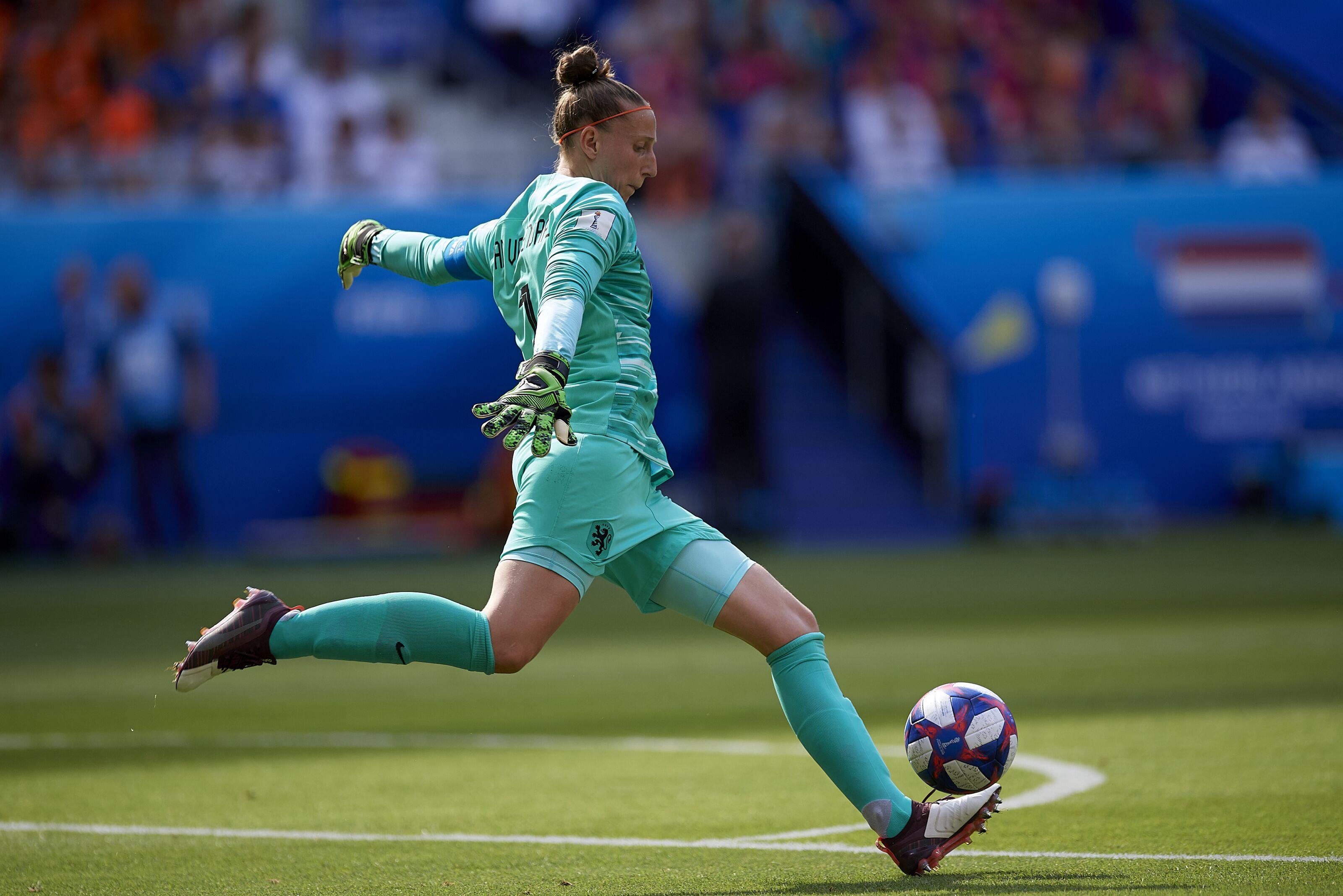 Atletico Madrid sign Golden Glove winner Sari van Veenendaal