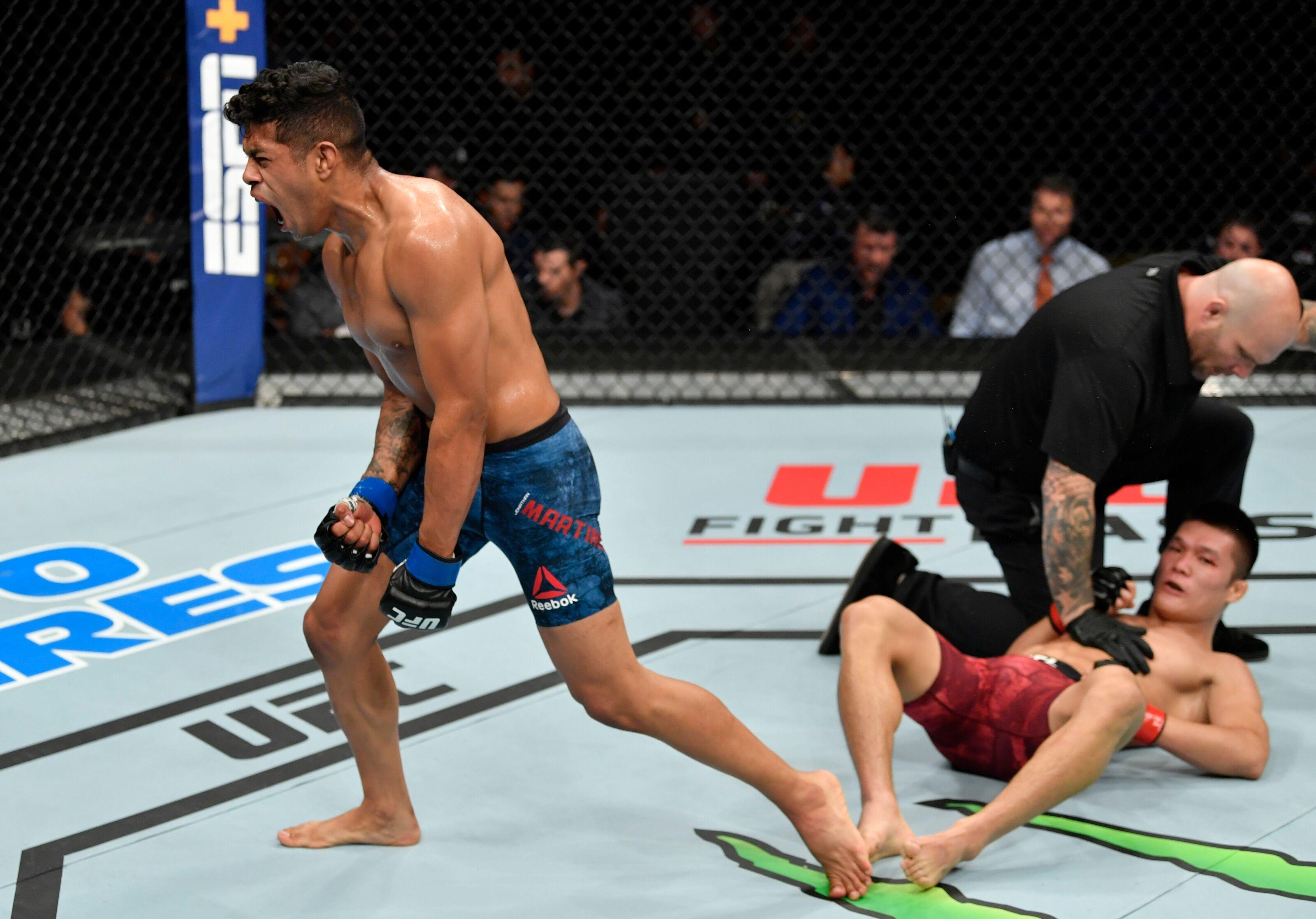 UFC Sacramento: Jonathan Martinez drops Pingyuan Liu with knee