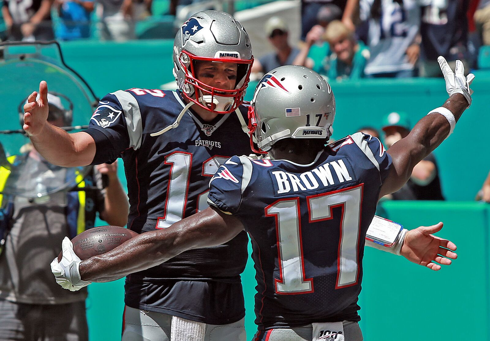 Antonio Brown apologized again and Tom Brady liked it
