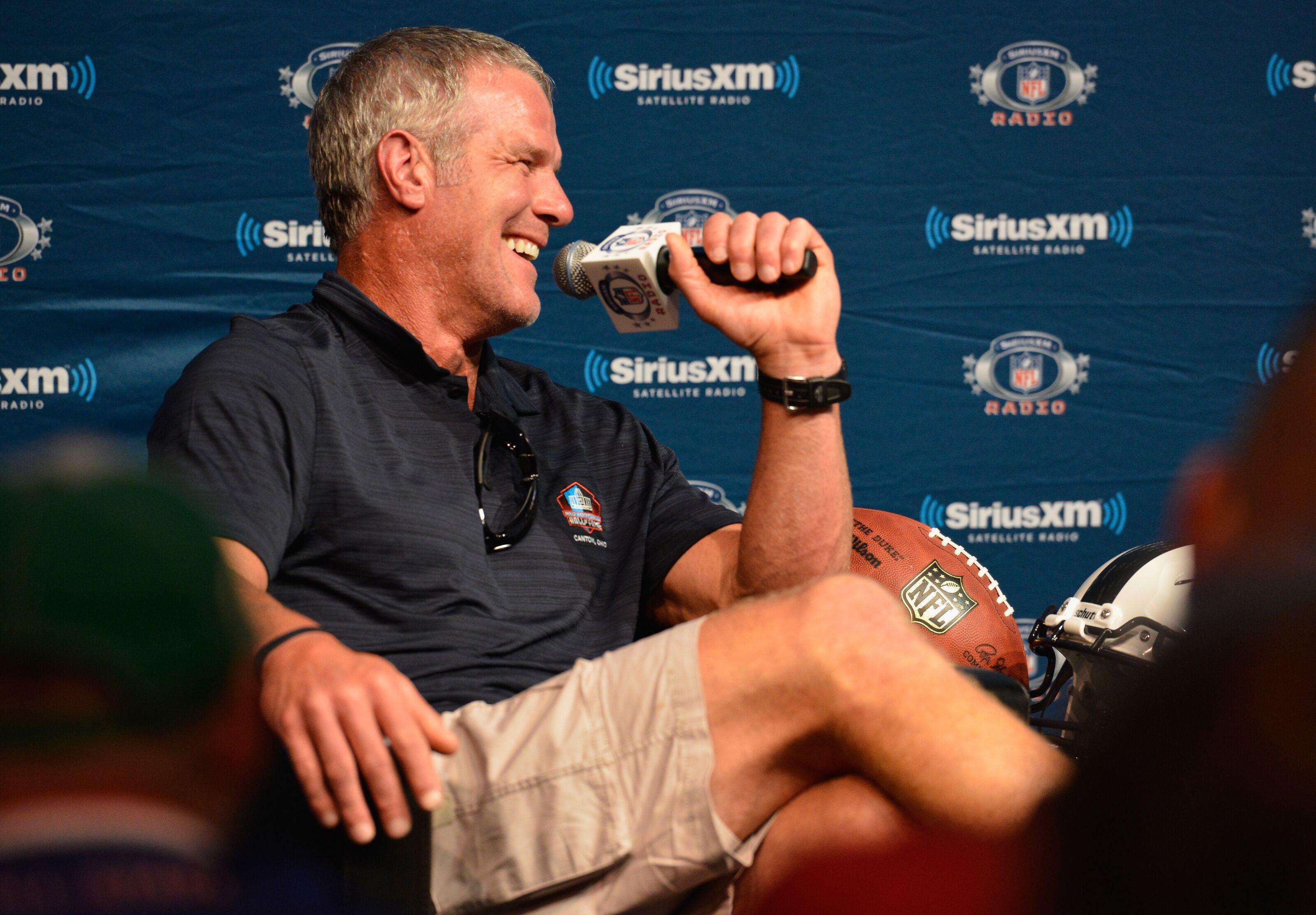 Brett Favre thinks the Eagles should choose Nick Foles