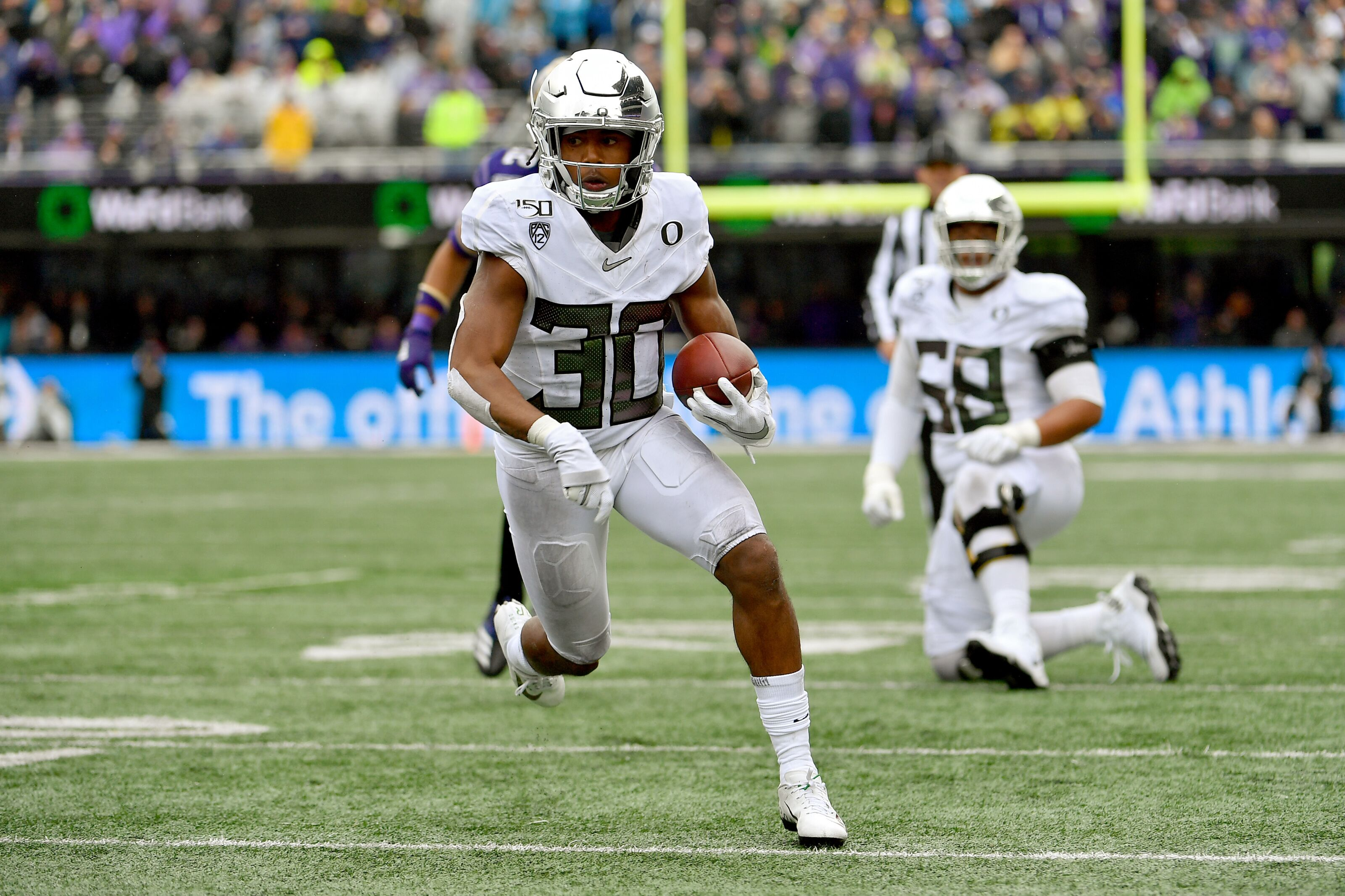 Oregon completes comeback vs. Washington to effectively clinch Pac-12 North