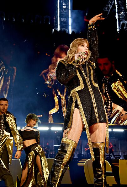 TAYLOR SWIFT WORLD TOUR EXPERIENCE