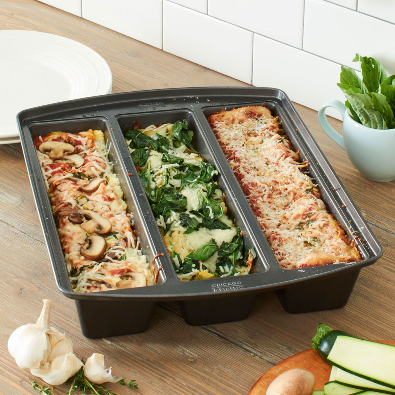 Lasagna Lovers Need This Lasagna Pan In Their Kitchen