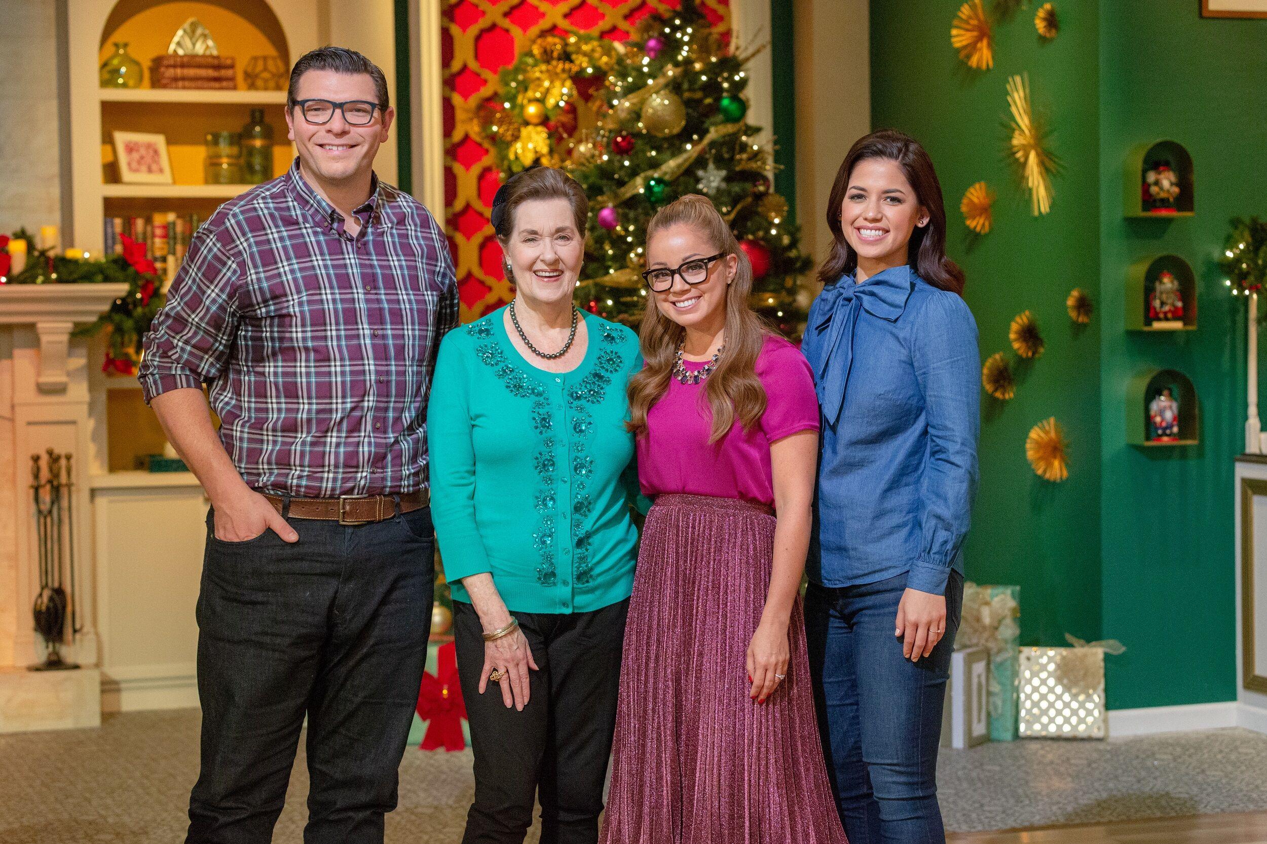 Christmas Cookie Challenge Judges.Holiday Gingerbread Showdown Recap Santa S Workshop Is Magical