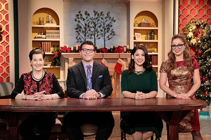 Christmas Cookie Challenge Judges.Holiday Gingerbread Showdown Champion Showcased An Intricate