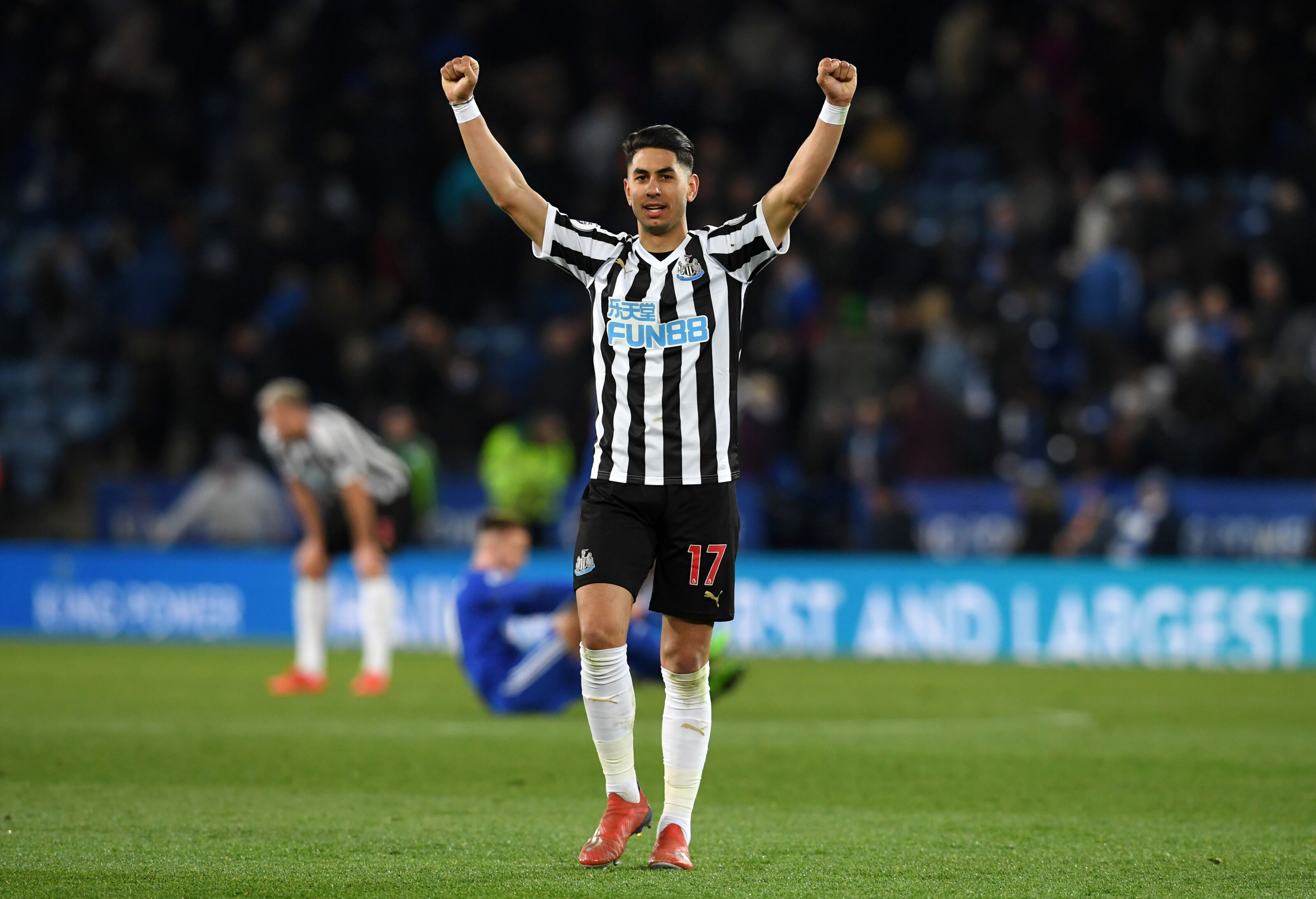 How does Ayoze Perez fit into Leicester City's system?