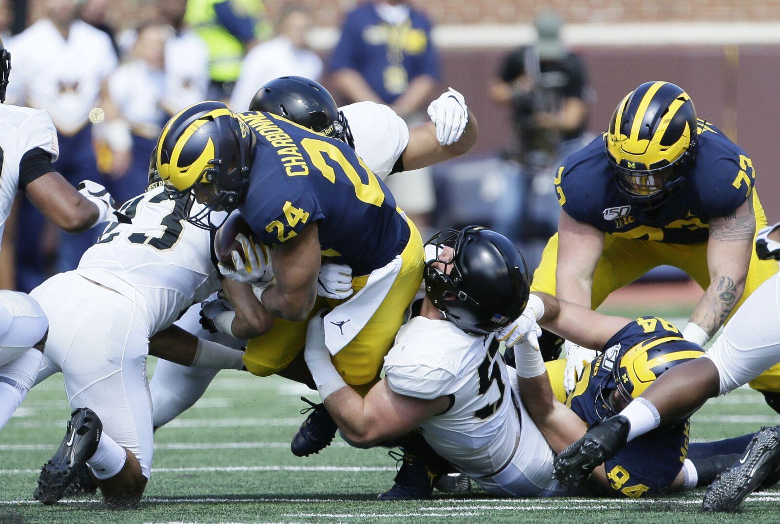 Michigan Football: Rumors swirl about an injury to Zach Charbonnet