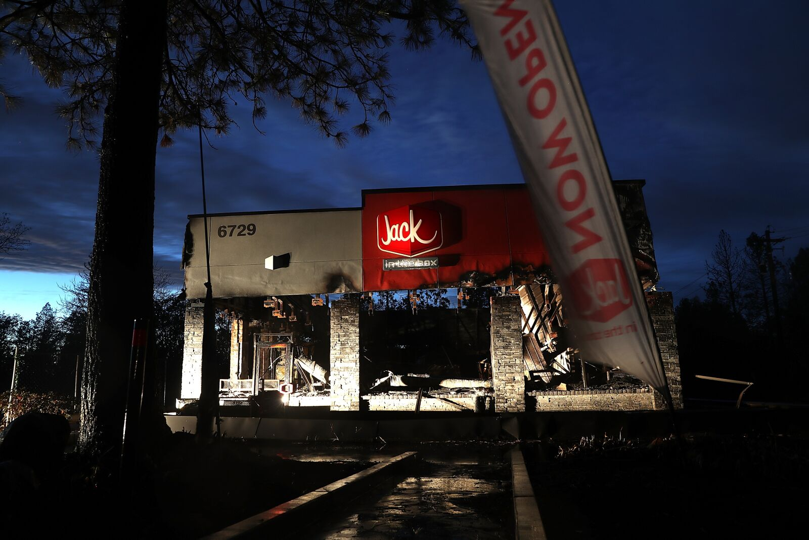 Fast Food restaurants open on Memorial Day 2019