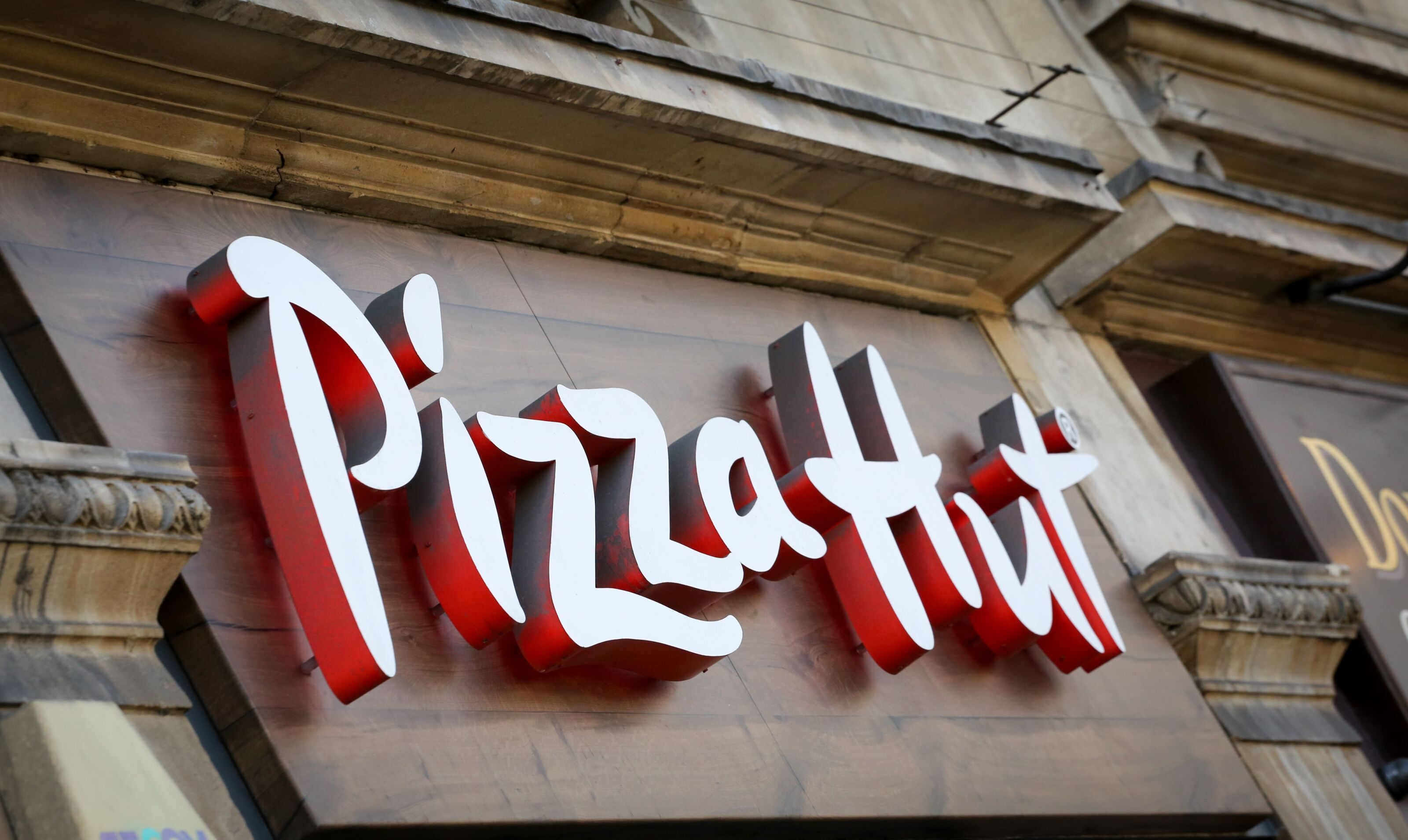 Is Pizza Hut going out of business? Closing 500 dine-in restaurant